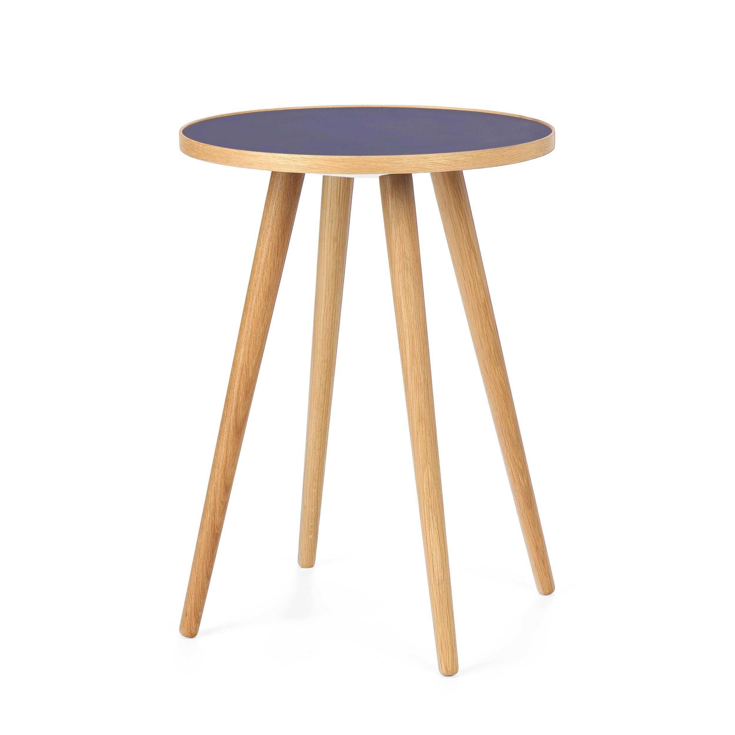 Кофейный стол Sputnik высота 55 диаметр 41Кофейные столики<br>Дизайнерский кофейный стол Sputnik (Спутник) (высота 55 диаметр 41) с пластиковой столешницей на четырех ножках от Cosmo (Космо).<br><br><br> Кофейный стол Sputnik высота 55 диаметр 41 имеет четыре длинные устойчивые ножки и небольшую круглую столешницу. Его разработал американский дизайнер и архитектор мирового уровня Шон Дикс. Столик сделан из качественной древесины американского ореха, что делает его достаточно прочным  и долговечным. Столешница  покрыта меламином, благодаря чему устойчива к н...<br><br>stock: 0<br>Высота: 55<br>Диаметр: 40,6<br>Цвет ножек: Светло-коричневый<br>Цвет столешницы: Синий<br>Материал ножек: Массив дуба<br>Тип материала столешницы: Пластик<br>Тип материала ножек: Дерево