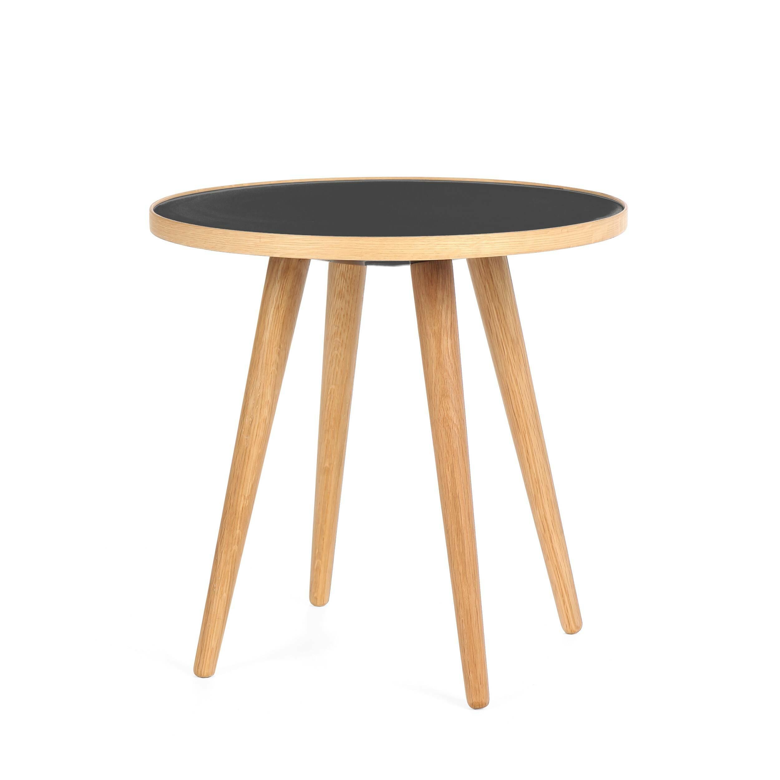Кофейный стол Sputnik высота 40 диаметр 41Кофейные столики<br>Простые и чистые линии, интегрированные в ваш интерьер. Классическая столешница в форме круга добавляет красоты и изящества этому столу, который сочетается с разнообразными вариантами интерьерных стилей и может быть использован как в домах, так и офисах. Четыре ножки от стола вкручиваются в столешницу без специальных инструментов.<br><br><br> Кофейный стол Sputnik высота 40 диаметр 41, творение американского дизайнера с мировым именем Шона Дикса, обладает скульптурными качествами, при этом он у...<br><br>stock: 4<br>Высота: 40<br>Диаметр: 40,6<br>Цвет ножек: Белый дуб<br>Цвет столешницы: Черный<br>Материал ножек: Массив дуба<br>Тип материала столешницы: Пластик<br>Тип материала ножек: Дерево