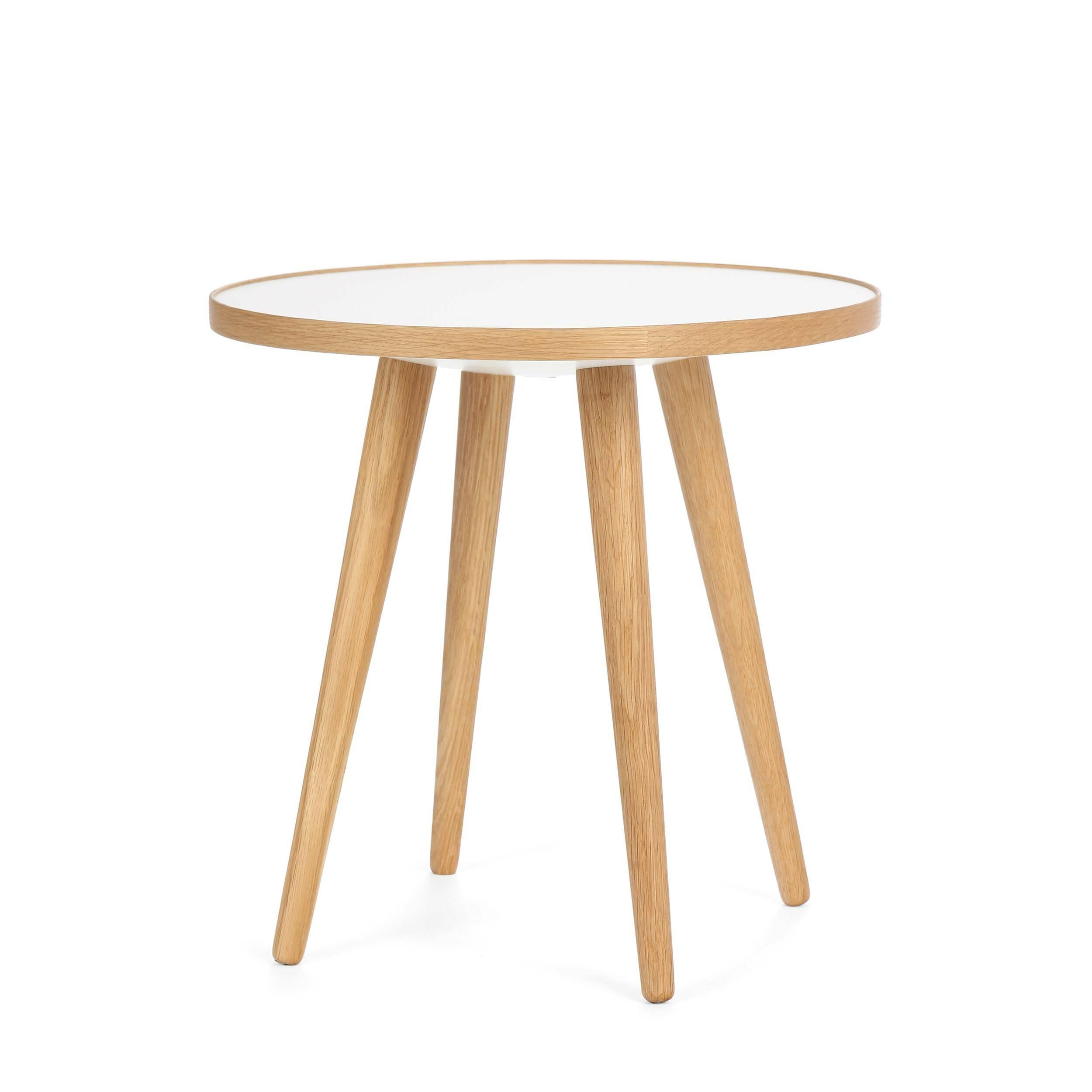 Кофейный стол Sputnik высота 40 диаметр 41Кофейные столики<br>Простые и чистые линии, интегрированные в ваш интерьер. Классическая столешница в форме круга добавляет красоты и изящества этому столу, который сочетается с разнообразными вариантами интерьерных стилей и может быть использован как в домах, так и офисах. Четыре ножки от стола вкручиваются в столешницу без специальных инструментов.<br><br><br> Кофейный стол Sputnik высота 40 диаметр 41, творение американского дизайнера с мировым именем Шона Дикса, обладает скульптурными качествами, при этом он у...<br><br>stock: 0<br>Высота: 40<br>Диаметр: 40,6<br>Цвет ножек: Белый дуб<br>Цвет столешницы: Белый<br>Материал ножек: Массив дуба<br>Тип материала столешницы: Пластик<br>Тип материала ножек: Дерево