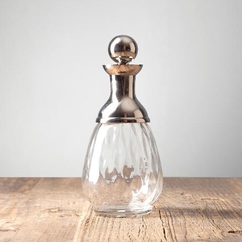 Графин (RO-5276/BKN)Посуда<br>Посуду exstra из стекла и металла используют как предмет для сервировки и декора стола.Выработанный фирменный стиль коллекций сегодня узнаваем во всем мире. Команда дизайнеров активно ищет вдохновение из различных источников по всему миру - музеев, на антикварных аукционах и в антикварных лавках. Стиль EICHHOLTZ – это фьюжн разнообразие впечатлений и идей в единой коллекции.<br><br>stock: 33<br>Высота: 24<br>Ширина: 10<br>Материал: металл, стекло<br>Цвет: chrom<br>Длина: 10<br>Ширина: 10<br>Высота: 24<br>Длина: 10