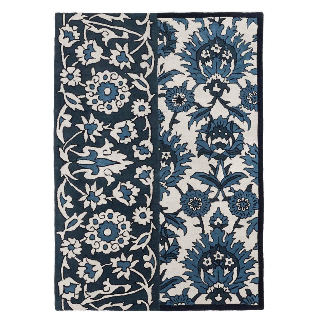 Ковер AnkaraКовры<br>Дизайнерский бело-голубой ковер Ankara (Анкара) из шерсти от Cosmo (Космо).<br><br> Ковер Ankara с тканым вручную плюшевым ворсом изготовлен из натуральной шерсти, что так ценится почитателями роскоши и качества в интерьере. Этот напольный ковер невероятно мягкий и приятный на ощупь, и кроме того, он весьма прочный и устойчивый к легким загрязнениям. Благодаря высокому мягкому ворсу он просто находка для семьи с маленькими детьми — игры на таком ковре совершенно безопасны для нежной кожи ребенка....<br><br>stock: 0<br>Ширина: 160<br>Материал: Шерсть<br>Цвет: Голубой/Blue+Ivory/Слоновая кость<br>Высота ворса: 12мм разрезной ворс<br>Длина: 230<br>Плотность ворса: 50000стежков/м2<br>Состав основы: Хлопок<br>Тип производства: Ручное производство