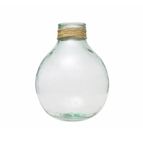 Бутыль (E5576)Посуда<br>San Miguel (Испания) – это мощнейшая компания, которая занимается производством очень качественной и оригинальной продукции из переработанного стекла. Vidrios San Miguel известный бренд во всем мире. В наши дни, Vidrios San Miguel имеет более чем 25 000 торговых точек.  Vidrios San Miguel занимается производством стеклянных изделий: посуда, бутылки, вазы, сувениры, украшения и многое другое. Основной экспорт происходит в страны: западной и восточной Европы, Америки, Азии и Африки.<br><br>stock: 25<br>Высота: 46<br>Ширина: 37<br>Материал: Стекло<br>Цвет: Clear<br>Длина: 37<br>Ширина: 37<br>Высота: 46<br>Длина: 37