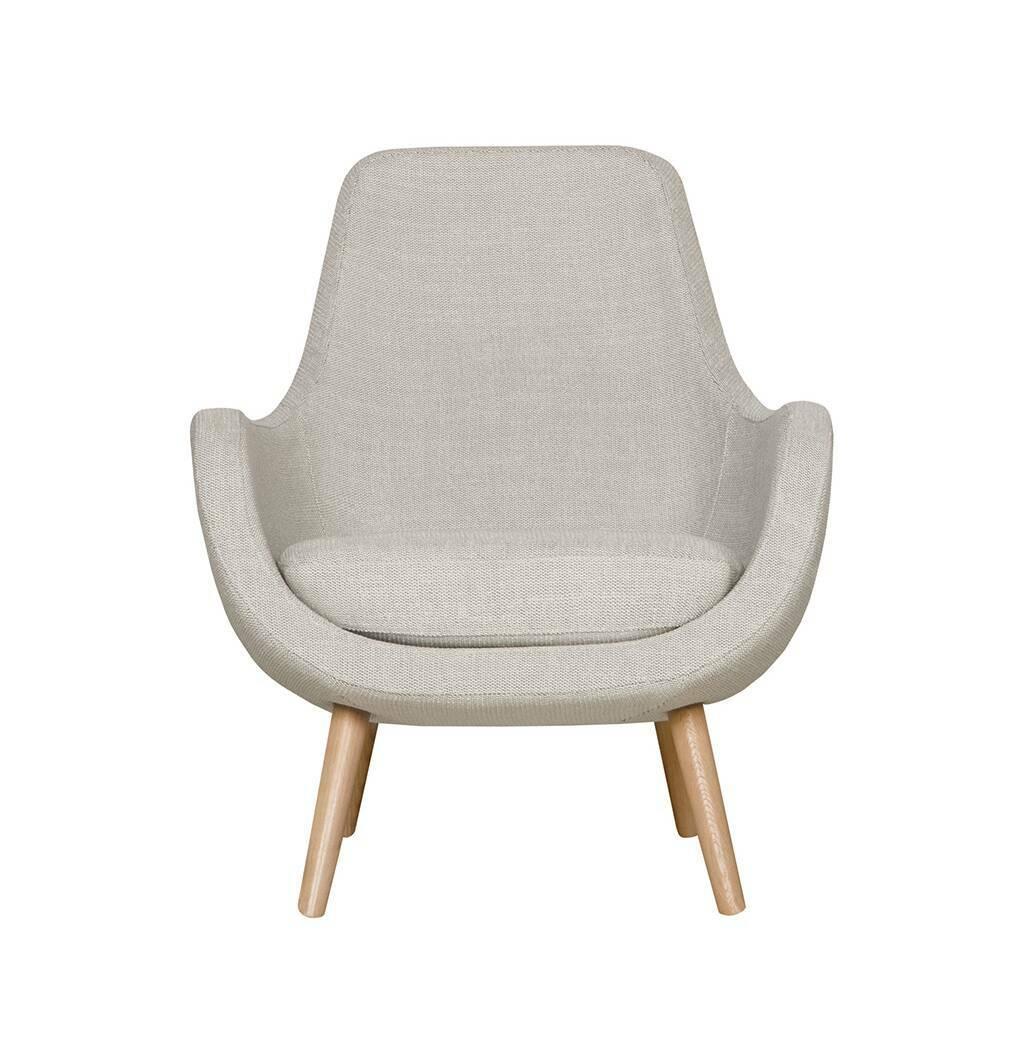 Кресло StefaniИнтерьерные<br>Дизайнерское яркое небольшое кресло Stefani (Стефани) на деревянных ножках от Sits (Ситс).<br><br>Нильс Гаммельгард — выдающийся датский дизайнер, сумевший найти свою нишу. Образованный и талантливый дизайнер вот уже 45 радует взыскательных любителей красивого интерьера. Как художнику ему удается создавать настоящие произведения искусства. Каждая его работа, предмет мебели, — это красивый и лаконичный дизайн, идеально подходящий для интерьера в скандинавском стиле.<br> <br> Один из его совершенных ...<br><br>stock: 0<br>Высота: 85<br>Высота сиденья: 42<br>Ширина: 73<br>Глубина: 77<br>Цвет ножек: Беленый дуб<br>Материал обивки: Полипропилен, Полиэстер, Хлопок<br>Степень комфортности: Стандарт комфорт<br>Форма подлокотников: Стандарт<br>Коллекция ткани: Категория ткани III<br>Тип материала обивки: Ткань<br>Тип материала ножек: Дерево<br>Цвет обивки: Светло-серый