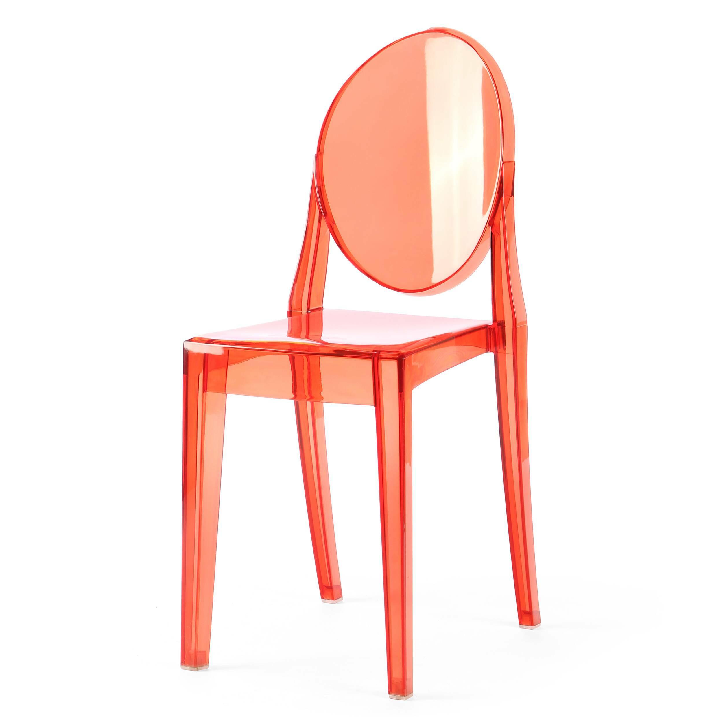 Стул Victoria GhostИнтерьерные<br>Дизайнерский прозрачный пластиковый стул Victoria Ghost (Виктория Гост) с подлокотниками от Cosmo (Космо).<br>Обращаясь к стилю рококо, господствовавшему во Франции в XVIII веке, французский промышленный дизайнер Филипп Старк в 2002 году разработал эти удобные современные стулья. Современность, черпающая вдохновение в стиле времен правления Людовика XV, удивляет и в то же время очаровывает. Оригинальные стулья Victoria Ghost от Филиппа Старка послужат элегантным дополнением вашего интерьера.<br><br>...<br><br>stock: 9<br>Высота: 90,5<br>Высота сиденья: 48,5<br>Ширина: 38,5<br>Глубина: 49,5<br>Материал каркаса: Поликарбонат<br>Тип материала каркаса: Пластик<br>Цвет каркаса: Красный прозрачный