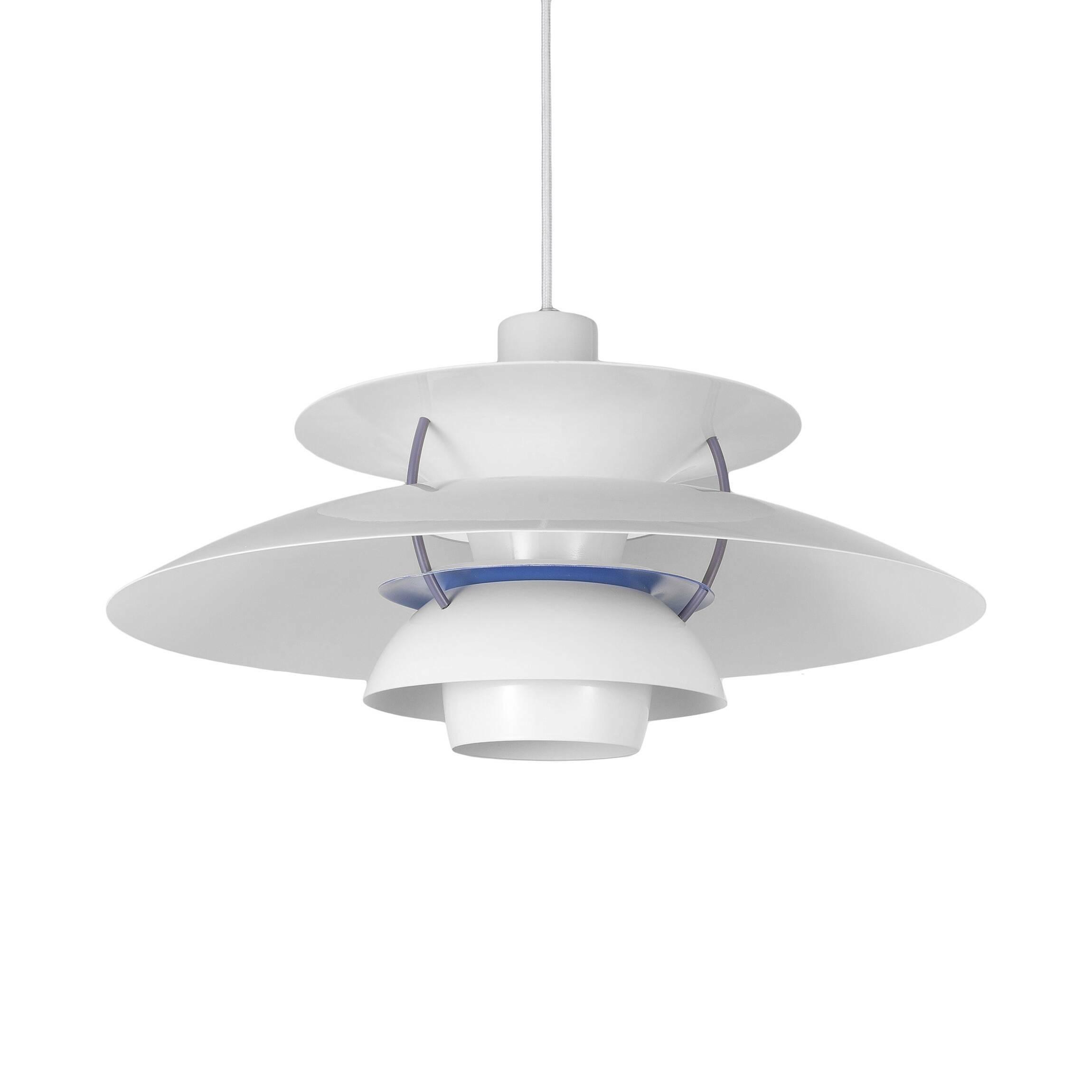 Подвесной светильник PH 5Подвесные<br>Подвесной светильник PH 5 — это одна из самых известных моделей светильников, созданных знаменитым скандинавским дизайнером Поулем Хеннингсеном. Главные принципы, которыми руководствовался мастер при создании своих творений, заключаются в том, что освещение должно быть ярким, но мягким и приятным глазу. Светильники дизайнера дают спокойный, яркий и равномерный свет, который выгодно подчеркивает интерьер и создает в нем приятную дружелюбную атмосферу.<br><br><br> Подвесной светильник PH 5 изготов...<br><br>stock: 0<br>Высота: 28<br>Диаметр: 50<br>Доп. цвет абажура: Голубой<br>Материал абажура: Алюминий<br>Ламп в комплекте: Нет<br>Цвет абажура: Белый матовый<br>Цвет провода: Белый