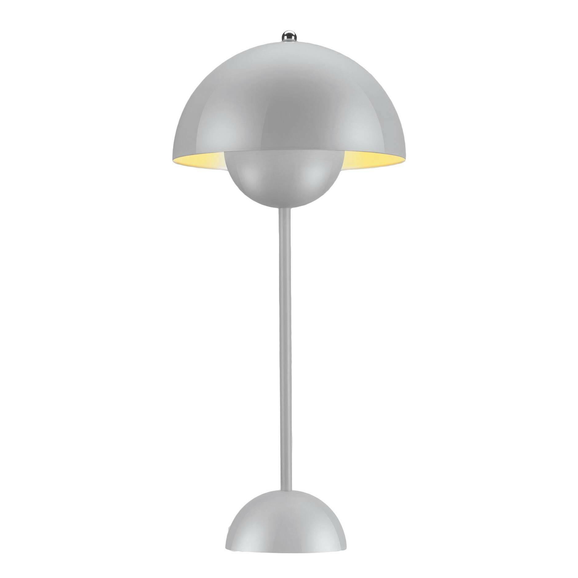 Настольный светильник Flower PotНастольные<br>Поклонникам футуристичного дизайна в стиле Стенли Кубрика или «Интерстеллара» как нельзя лучше подойдут мебель и осветительные приборы скандинавского патриарха, ученика Арне Якобсена Вернера Пантона. Революционер в области дизайна, он когда-то провозгласил: «Нет такого закона, по которому в гостиной должны стоять диван, два кресла и журнальный столик. Есть и другие способы создать атмосферу релаксации». И создавал ее: на его яркие психоделические интерьеры, в которых Пантон играл с цветом, фо...<br><br>stock: 0<br>Высота: 48<br>Диаметр: 23<br>Материал абажура: Алюминий<br>Материал арматуры: Сталь<br>Ламп в комплекте: Нет<br>Цвет абажура: Серый<br>Цвет арматуры: Серый