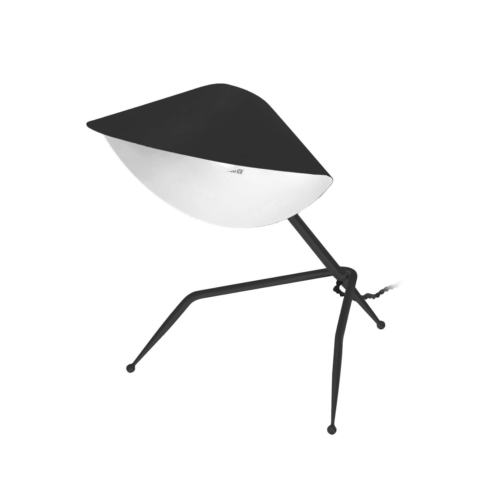 Настольный светильник Antony TripodeНастольные<br>Знаменитый французский дизайнер источников освещения Серж Муй старался создать иллюзию движения, оживить пространство, чтобы оно не казалось скучным и сухим. Светильники могут быть настоящими произведениями искусства, и работы Сержа Муя тому прекрасный пример. Настольный светильник Antony Tripode напоминает собой высокотехнологичного робота, который словно сам способен подбежать и осветить ваше рабочее место.<br><br><br> Изделие отличается не только оригинальным дизайном, но и отличными высоко...<br><br>stock: 0<br>Высота: 35<br>Ширина: 26<br>Длина: 29,5<br>Количество ламп: 1<br>Материал абажура: Алюминий<br>Материал арматуры: Сталь<br>Мощность лампы: 75<br>Ламп в комплекте: Нет<br>Тип лампы/цоколь: E14<br>Цвет абажура: Черный<br>Цвет арматуры: Черный<br>Цвет провода: Черный