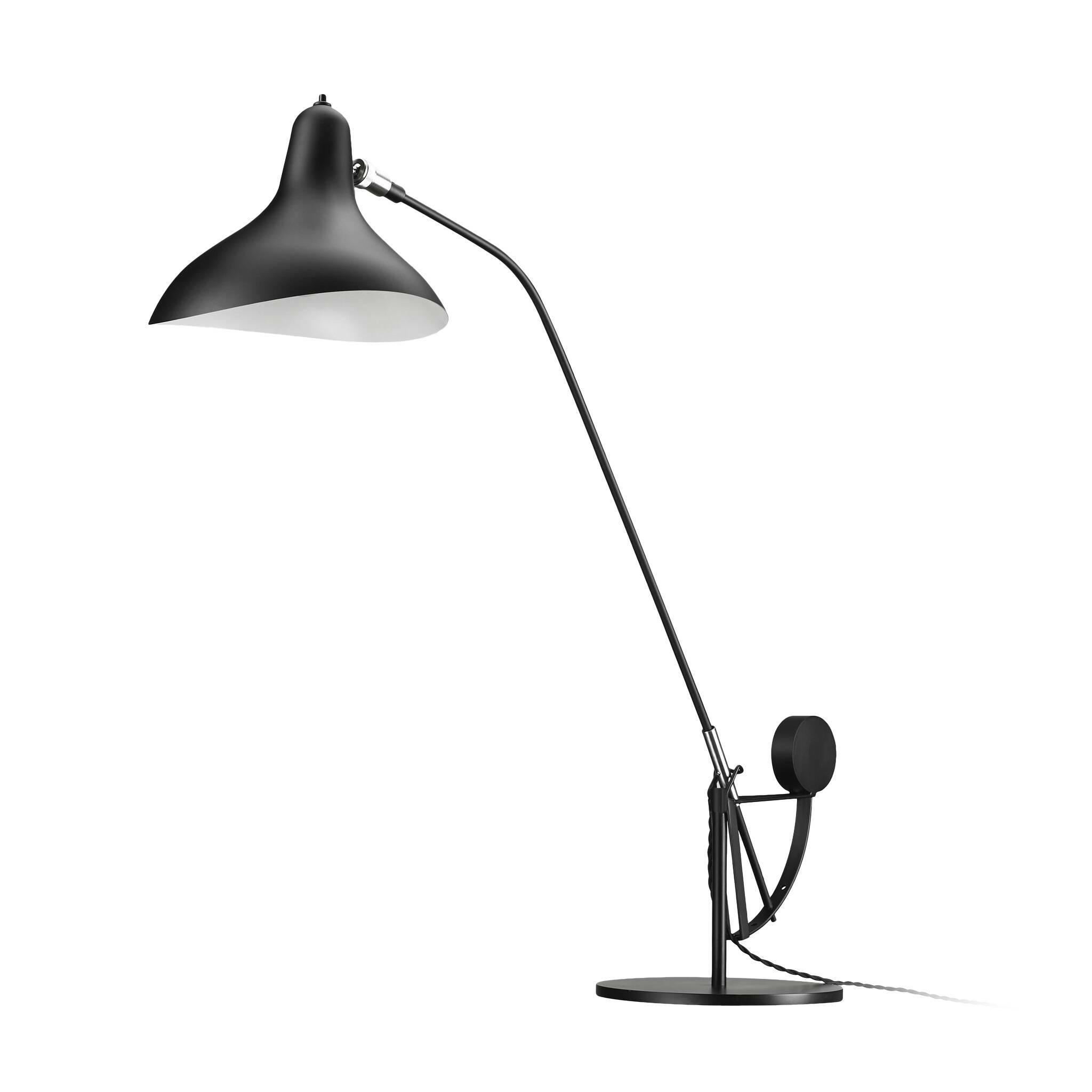Настольный светильник MantisНастольные<br>Настольный светильник Mantis — это работа дизайнера Бернарда Шоттландера, которую он создал в 1951 году. Сам художник считает себя «дизайнером интерьеров и скульптором экстерьеров», поэтому его известный «богомол» (так переводится название светильника), может настраиваться по высоте и сгибу в зависимости от нужд владельца.<br><br><br> Настраиваемый функционал — одно из главных достоинств этого светильника. Очень удобно иметь возможность направить свет так, чтобы он падал под идеальным углом, ил...<br><br>stock: 0<br>Высота: 80<br>Длина: 63<br>Количество ламп: 1<br>Материал абажура: Алюминий<br>Материал арматуры: Сталь<br>Ламп в комплекте: Нет<br>Цвет абажура: Черный<br>Цвет арматуры: Черный<br>Цвет провода: Черный