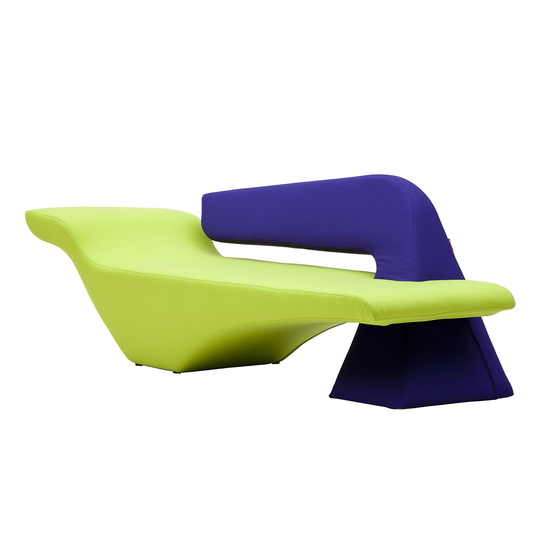 Диван PierceДвухместные<br>Дизайнерский футуристичный яркий диван Pierce (Пирс) от Softline (Софтлайн) необычной формы<br><br> Выразительный и свежий дизайн дивана Pierce создан дизайнерами, которые тонко видят сочетания чувственности и скульптурных элементов. Они всегда ищут способ создать новую форму, которая обязательно приятно заинтригует потребителя. Привлекательный оригинальный дизайн дивана Pierce бросает вызов гравитации — сложный баланс обтекаемых форм создает крайне эффектный акцент, который оживит интерьер люб...<br><br>stock: 0<br>Высота: 75<br>Высота сиденья: 39<br>Глубина: 75<br>Длина: 219<br>Цвет спинки: Фиолетовый<br>Материал обивки: Шерсть, Полиамид<br>Материал спинки: Войлок<br>Коллекция ткани: Felt<br>Тип материала обивки: Ткань<br>Цвет обивки: Лайм