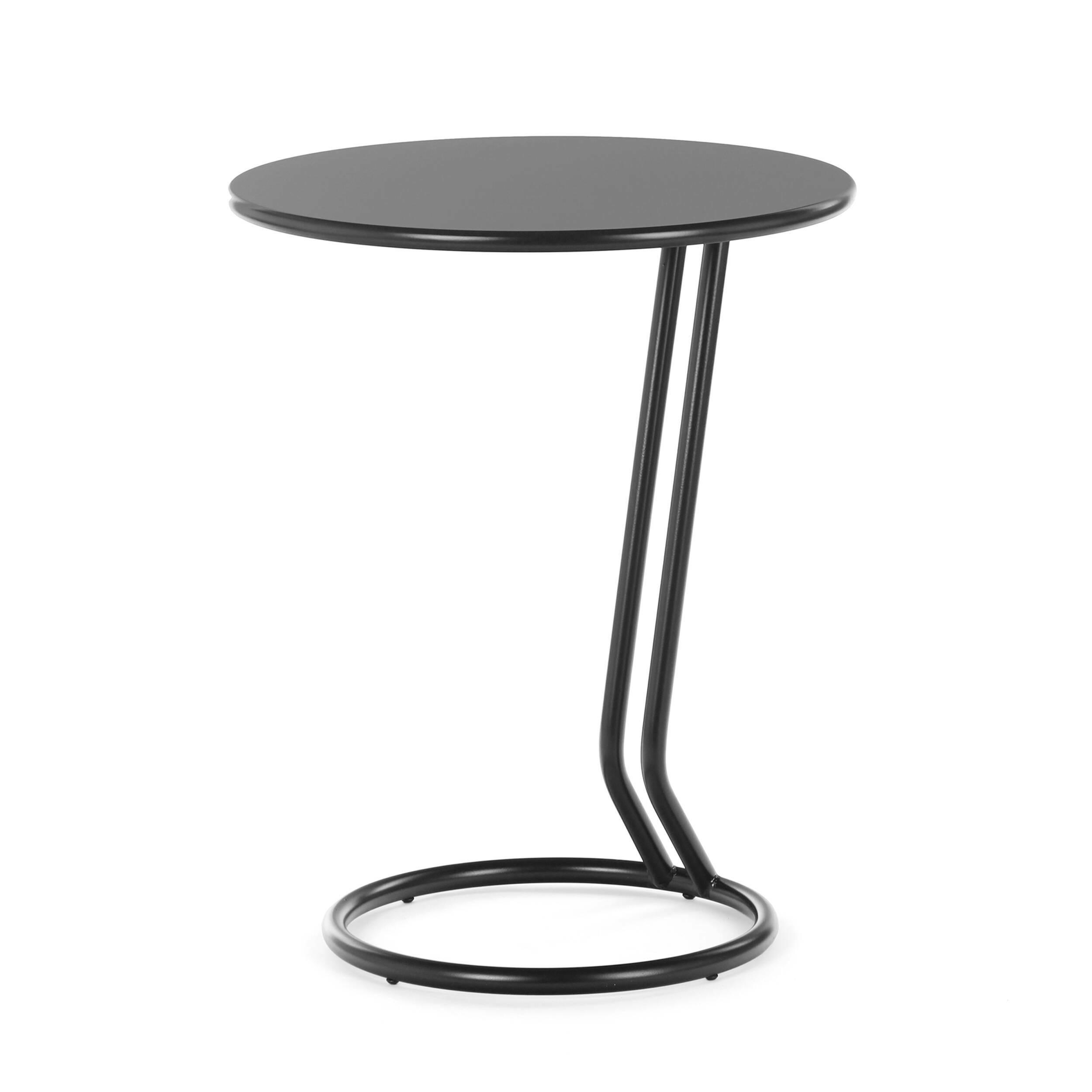 Кофейный стол BoggieКофейные столики<br>Дизайнерский кофейный стол Boggie может стать отличным украшением и дополнением к интерьеру в стиле минимализм, лофт, хай-тек и многих других. Этот столик отличается спокойным и в то же время оригинальным дизайном, который не перетягивает на себя акценты помещения, но привносит в него особый характер и стиль.<br><br><br> Вся конструкция данного изделия изготовлена из прочного высококачественного материала, благодаря чему столик прослужит вам долгие годы. Столик смотрится очень легко и ненавязч...<br><br>stock: 0<br>Высота: 56<br>Диаметр: 45<br>Тип материала каркаса: Металл<br>Цвет каркаса: Черный