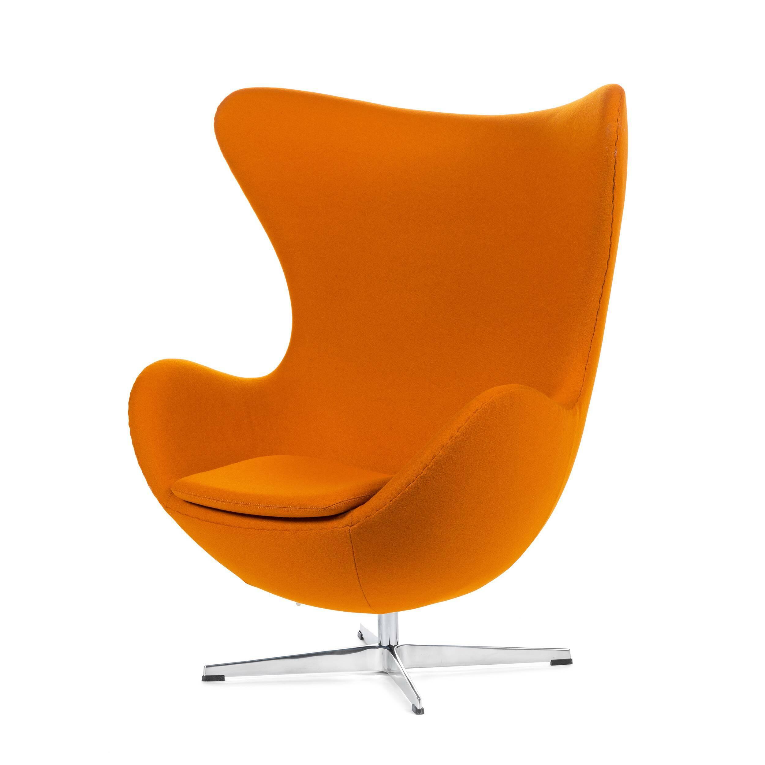 Кресло EggИнтерьерные<br>Дизайнерское комфортное кресло Egg (Эгг) в форме яйца на узкой ножке от Cosmo (Космо).<br><br><br> Кресло, своими очертаниями напоминающее яйцо, — одно из самых известных творений датского дизайнера Арне Якобсена. Вряд ли оно когда-нибудь выйдет из моды — уж слишком велик диапазон его интерьерных возможностей. Кроме того, обыгрывать данную форму помогают различные фактуры и цвета обивок.<br><br><br> Особенно приятно и солидно смотрится оригинальное кресло Egg в обивке из натуральной кожи, представлен...<br><br>stock: 0<br>Высота: 105,5<br>Высота сиденья: 41<br>Ширина: 87<br>Глубина: 82<br>Цвет ножек: Хром<br>Материал обивки: Шерсть, Нейлон<br>Коллекция ткани: T Fabric<br>Тип материала обивки: Ткань<br>Тип материала ножек: Алюминий<br>Цвет обивки: Оранжевый