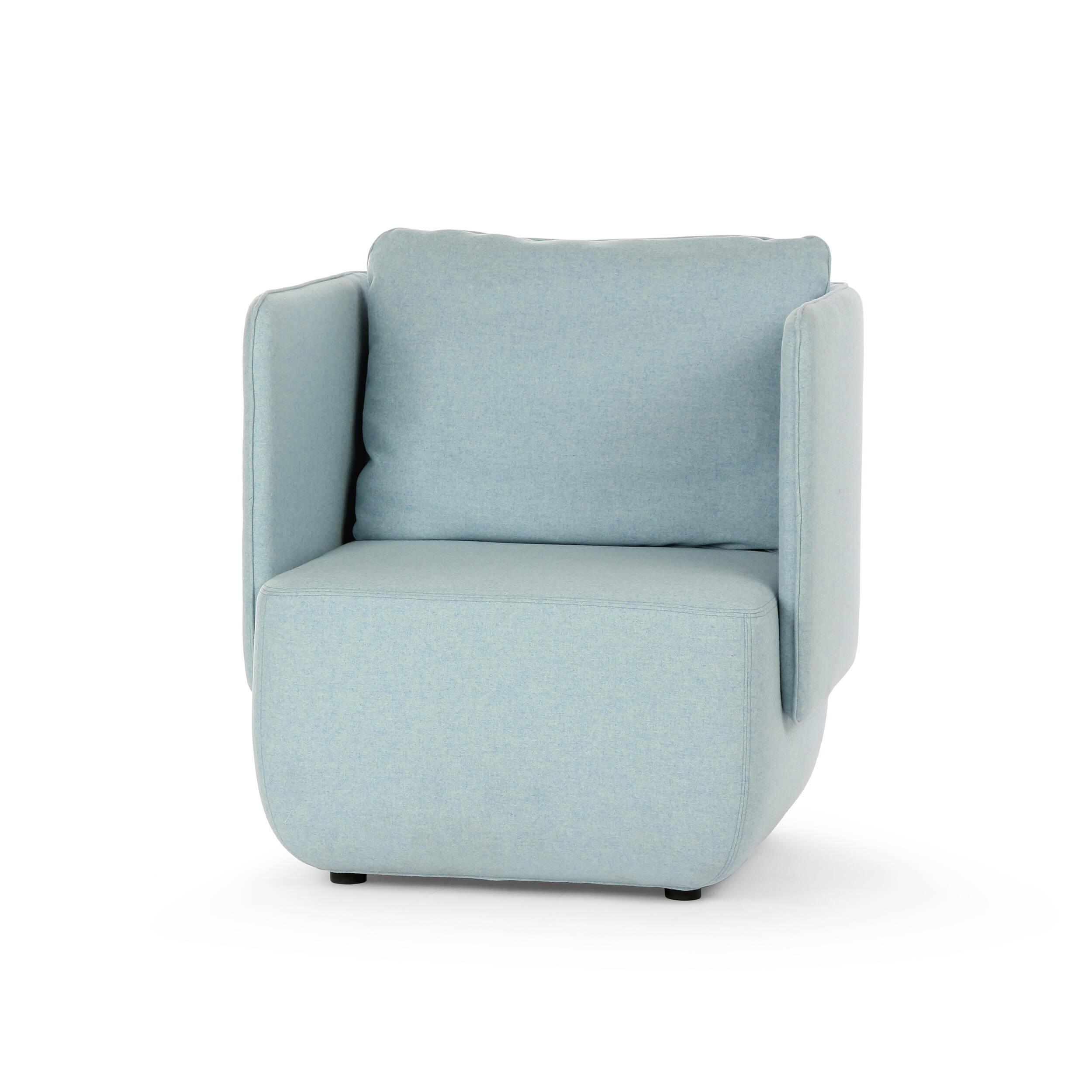 Кресло Opera высота 79Интерьерные<br>Кресло Opera высота 79 задумано дизайнером как удобное место для вашего отдыха, в котором можно расслабиться как физически, так и психологически. Этому способствуют высокие бортики-подлокотники изделия, закрывающие вас с трех сторон. Кроме того, кресло имеет удобную подушку, которая сделает ваш отдых комфортным и максимально удобным.<br><br><br> Кресло Opera высота 79 отличается не только стильным дизайном, но и высококачественными и прочными материалами. Обивка кресла сделана из экологически чи...<br><br>stock: 0<br>Высота: 79<br>Высота сиденья: 42<br>Ширина: 78<br>Глубина: 76<br>Цвет ножек: Черный<br>Материал обивки: Шерсть, Полиамид<br>Коллекция ткани: Felt<br>Тип материала обивки: Ткань<br>Цвет обивки: Светло-голубой