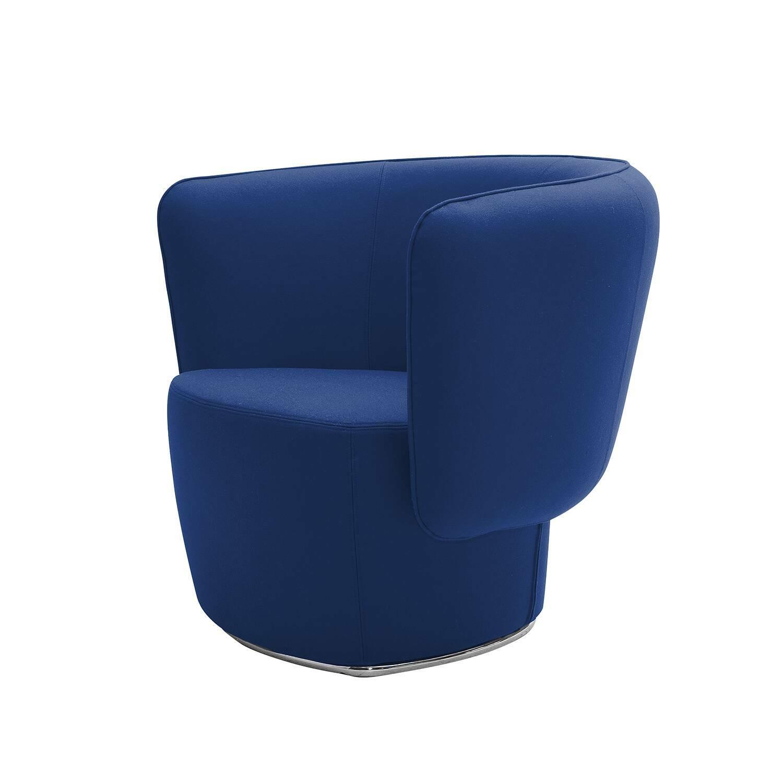 Кресло VeniceИнтерьерные<br>Кресло Venice представляет собой креативную модель мягкой мебели, которая может быть отличным украшением вашего интерьера. Изделие имеет удобное сиденье с высоким бортиком с трех сторон, что позволит вам чувствовать себя комфортно не только физически, но и психологически. Сочетание плавных мягких линий и геометрических форм сможет гармонично влиться в интерьер комнаты и стать неотъемлемой частью мебельной композиции.<br><br><br> Кресло имеет небольшие размеры, благодаря чему оно отлично подойде...<br><br>stock: 0<br>Высота: 72<br>Высота сиденья: 42<br>Ширина: 91<br>Глубина: 72<br>Материал обивки: Шерсть, Полиамид<br>Коллекция ткани: Felt<br>Тип материала обивки: Ткань<br>Цвет обивки: Тёмно-синий