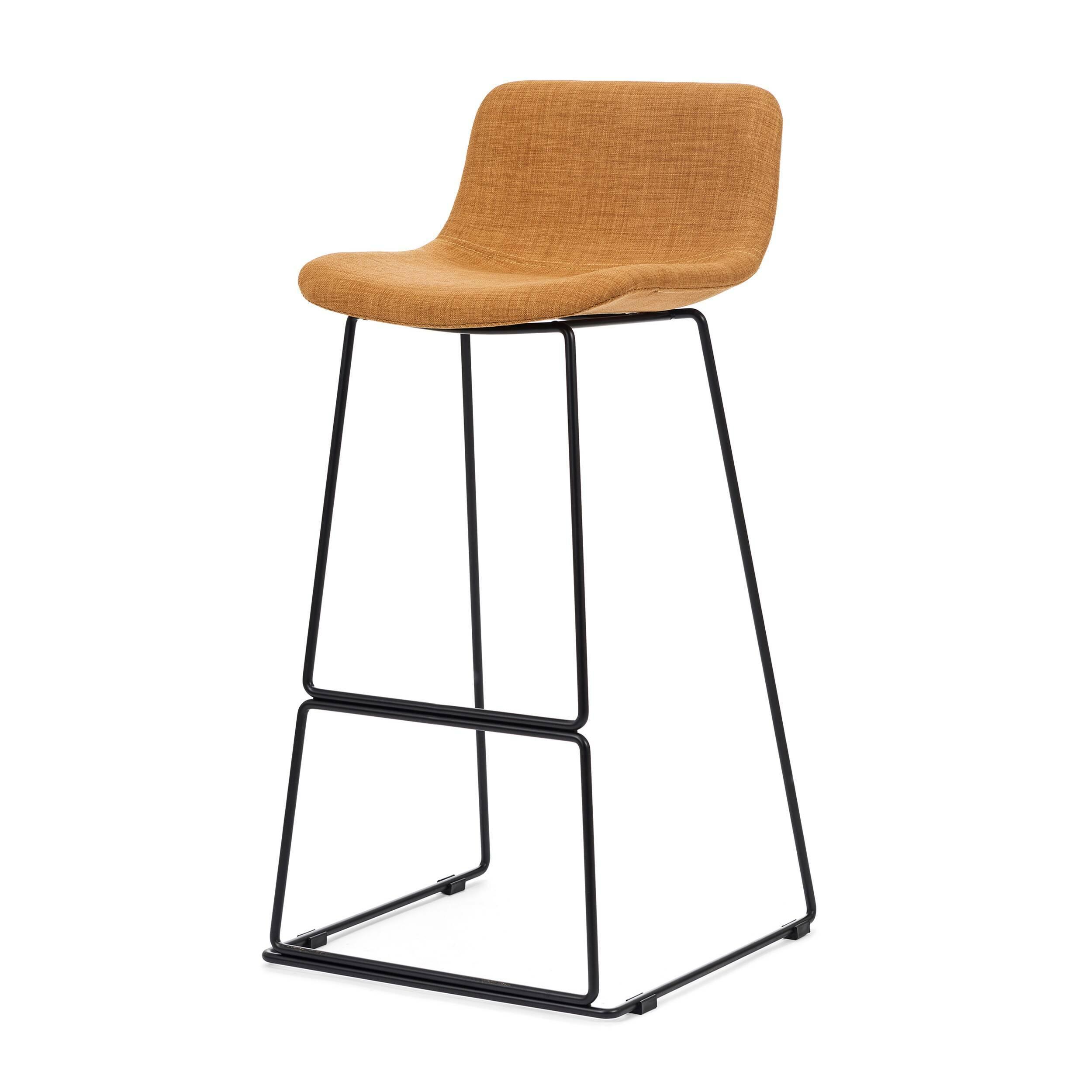 Барный стул Neo с мягкой обивкойБарные<br>Дизайнерский высокий барный стул Neo (Нео) с мягкой обивкой на стальных ножках от Cosmo (Космо). <br><br> Модель барного стула Neo с мягкой обивкой, основанная на оригинальных разработках шведского дизайнера Фредрика Маттсона, очаровывает с первого взгляда. Строение модели строго минималистичное. И в то же время универсальные цвета и геометрические формы со сглаженными углами замечательно впишутся в интерьерные композиции деревенского или конструктивного стиля, а также в некоторые интерпретации ...<br><br>stock: 0<br>Высота: 100<br>Высота сиденья: 76<br>Ширина: 48<br>Глубина: 49<br>Цвет ножек: Черный<br>Цвет сидения: Оранжевый<br>Тип материала сидения: Ткань<br>Тип материала ножек: Сталь