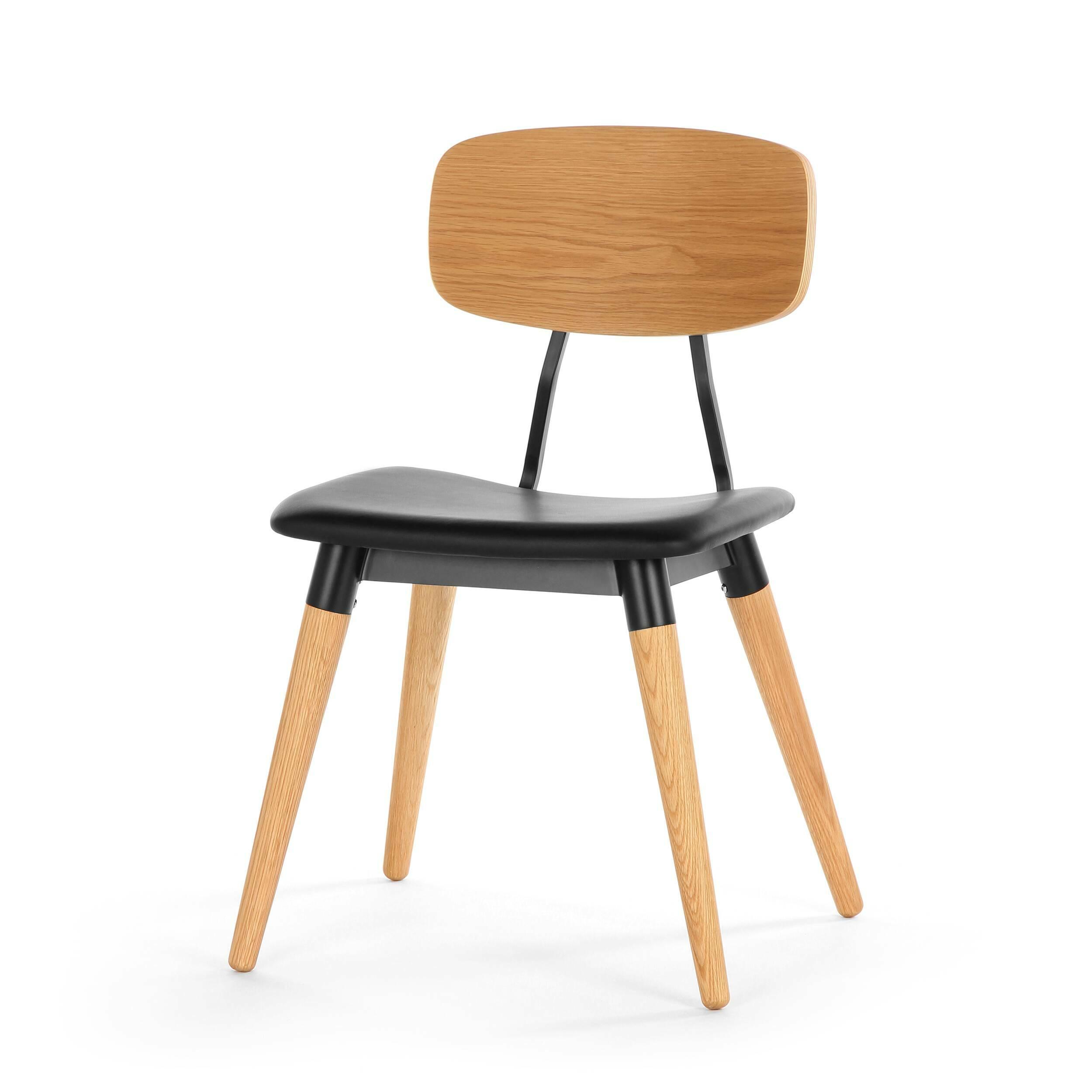 Стул CopineИнтерьерные<br>Дизайнерский стул SD9187US простой формы из дерева и металла с кожаным сиденьем от Cosmo (Космо).<br><br> Стул Copine — это гармоничное сочетание простоты и стильности. Минималистичное решение отсылает нас к модернизму середины ХХ века, продуманность деталей обеспечивает максимальный комфорт. Эргономичной формы сиденье и спинка при всей своей кажущейся незамысловатости очень удобны, аккуратные устойчивые ножки не будут скользить благодаря специальным насадкам — продуман буквально каждый элемент.<br>...<br><br>stock: 0<br>Высота: 81<br>Высота сиденья: 45<br>Ширина: 51,5<br>Глубина: 51<br>Цвет ножек: Дуб<br>Цвет спинки: Дуб<br>Материал ножек: Массив дуба<br>Тип материала каркаса: Сталь<br>Цвет сидения: Черный<br>Тип материала сидения: Кожа<br>Коллекция ткани: Standart Leather<br>Тип материала ножек: Дерево<br>Цвет каркаса: Черный