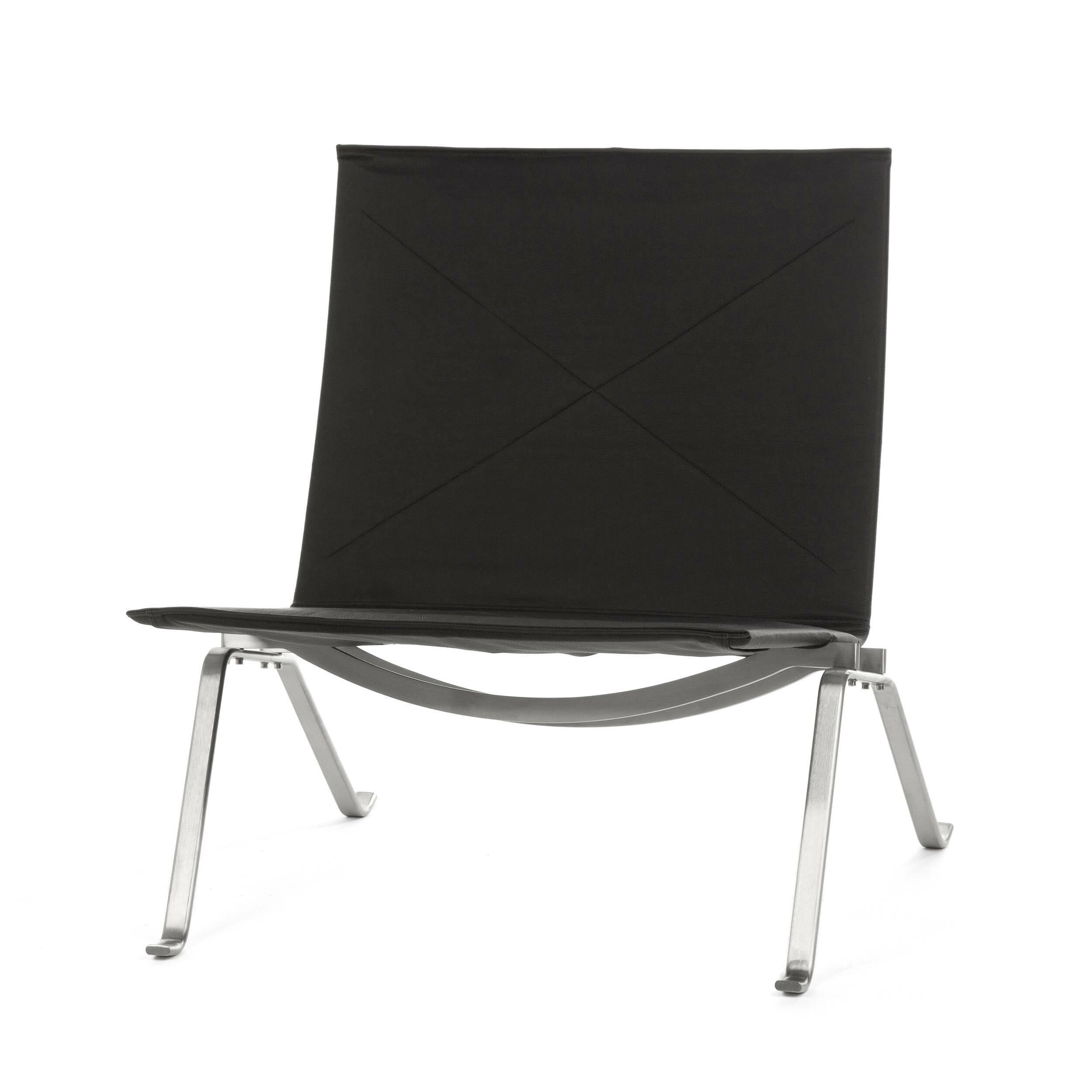 Кресло PK22 кожаноеИнтерьерные<br>Изящное и элегантное кресло PK22 кожаное воплощает в себе результат поиска идеальной формы приверженца минимализма Поуля Кьерхольма. Это кресло — один из символов датского дизайна вообще и Поуля Кьерхольма в частности. Мягкое кресло PK22 кожаное воплощает в себе простую элегантность — типичный стиль Кьерхольма: комбинация стали и ивового прута или кожи в исключительном дизайне и минимализме.<br><br><br><br><br> В 1957 году кресло PK22 было награждено Гран-при на Миланской триеннале — главной миров...<br><br>stock: 0<br>Высота: 71<br>Высота сиденья: 36<br>Ширина: 63<br>Глубина: 64,5<br>Цвет ножек: Хром<br>Коллекция ткани: Standart Leather<br>Тип материала обивки: Кожа<br>Тип материала ножек: Сталь нержавеющая<br>Цвет обивки: Черный