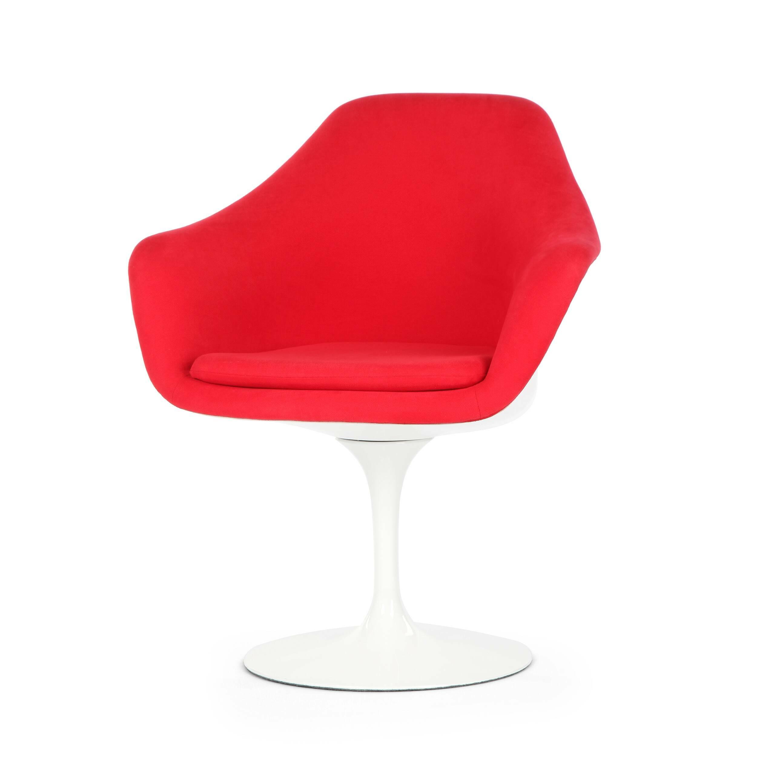 Cтул Tulip с подлокотниками и обитой спинкойИнтерьерные<br>Дизайнерский яркий мягкий интерьерный стул Tulip (ТУлип) с подлокотниками и обитой спинкой на глянцевой ножке от Cosmo (Космо).<br><br>     Свои основные идеи финн Ээро Сааринен черпал в аскетичном подходе к дизайну, воплощая их в наиболее эффективных конструкционных решениях. «Решение любой дизайнерской задачи нужно искать в следующей, более крупной вещи, — утверждал Сааринен. — Если загвоздка в стуле, мы должны смотреть на то, как он соотносится с комнатой». Именно в стуле Tulip Ээро воплотил с...<br><br>stock: 3<br>Высота: 82,5<br>Высота сиденья: 47<br>Ширина: 71<br>Глубина: 60<br>Цвет ножек: Белый глянец<br>Тип материала каркаса: Стекловолокно<br>Материал сидения: Хлопок, Лен<br>Цвет сидения: Красный<br>Тип материала сидения: Ткань<br>Коллекция ткани: Ray Fabric<br>Тип материала ножек: Алюминий<br>Цвет каркаса: Белый глянец