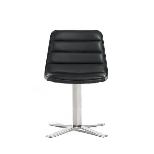 Стул RoninИнтерьерные<br>Мебель с кожаной отделкой считается признаком благополучия и роскоши, ассоциируется с достатком и удобством. Комфортный стул Ronin смотрится очень элегантно и стильно, а по удобству не уступает мягкой мебели из ткани. Дизайн изделия был придуман дизайнером из Америки Шоном Диксом. Он считал, что мебель должна быть удобной, простой и максимально функциональной, что, очевидно, нашло отражение в проекте Ronin.<br><br><br> Стильное кожаное сиденье в комбинации с высокой стальной ножкой цвета хром – ...<br><br>stock: 0<br>Высота: 77<br>Высота сиденья: 46<br>Ширина: 50,5<br>Глубина: 55<br>Цвет ножек: Хром<br>Цвет сидения: Черный<br>Тип материала сидения: Кожа<br>Коллекция ткани: Harry Leather<br>Тип материала ножек: Сталь нержавеющая