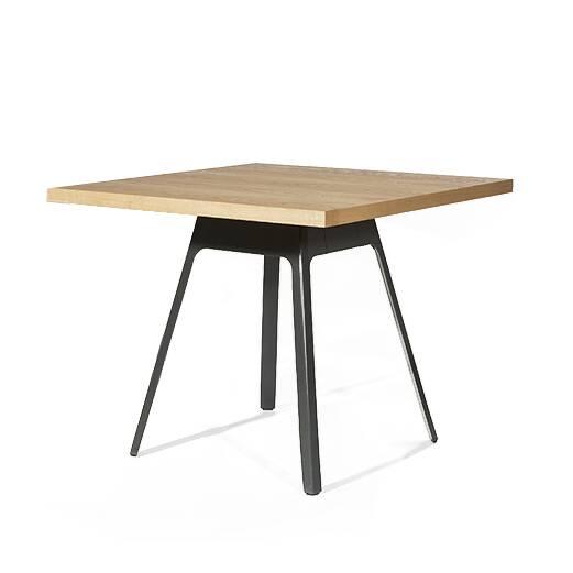 Обеденный стол Yardbird квадратный 90х90Обеденные<br>Очередное творение популярного американского дизайнера Шона Дикса способно занять достойное место на любой кухне. Обеденный стол Yardbird квадратный 90х90 – это яркий представитель авторского почерка Дикса. Его работы известны минимальным количеством деталей и отличной функциональностью. Данное изделие подойдет как для больших помещений, так и для маленьких комнат.<br><br><br> Обеденный стол Yardbird квадратный 90х90 сделан из МДФ. Этот материал приобрел особенную популярность за счет своей экон...<br><br>stock: 0<br>Высота: 75<br>Ширина: 90<br>Длина: 90<br>Цвет ножек: Черный<br>Цвет столешницы: Светло-коричневый<br>Материал столешницы: МДФ, шпон дуба<br>Тип материала столешницы: МДФ<br>Тип материала ножек: Сталь