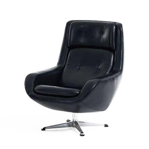 Кресло ErlingИнтерьерные<br>Утонченное кресло Erling не лишено некоторой внушительности. В нем присутствует легкий оттенок роскоши и элегантности – вечные спутники изделий из натуральной кожи. Дизайн кресла порадует любителей комфорта, изделие обладает высокой спинкой и широким глубоким сиденьем. Для большего уюта и удобства спинка и сиденье сделаны в виде подушек.<br><br><br> Кресло Erling выполнено в современной манере: классическое сочетание материалов и современный дизайн и формы. Черная кожаная обивка стильно смотритс...<br><br>stock: 0<br>Высота: 98<br>Высота сиденья: 42<br>Ширина: 78,5<br>Глубина: 87<br>Цвет ножек: Хром<br>Коллекция ткани: Standart Leather<br>Тип материала обивки: Кожа<br>Тип материала ножек: Сталь нержавеющая<br>Цвет обивки: Черный