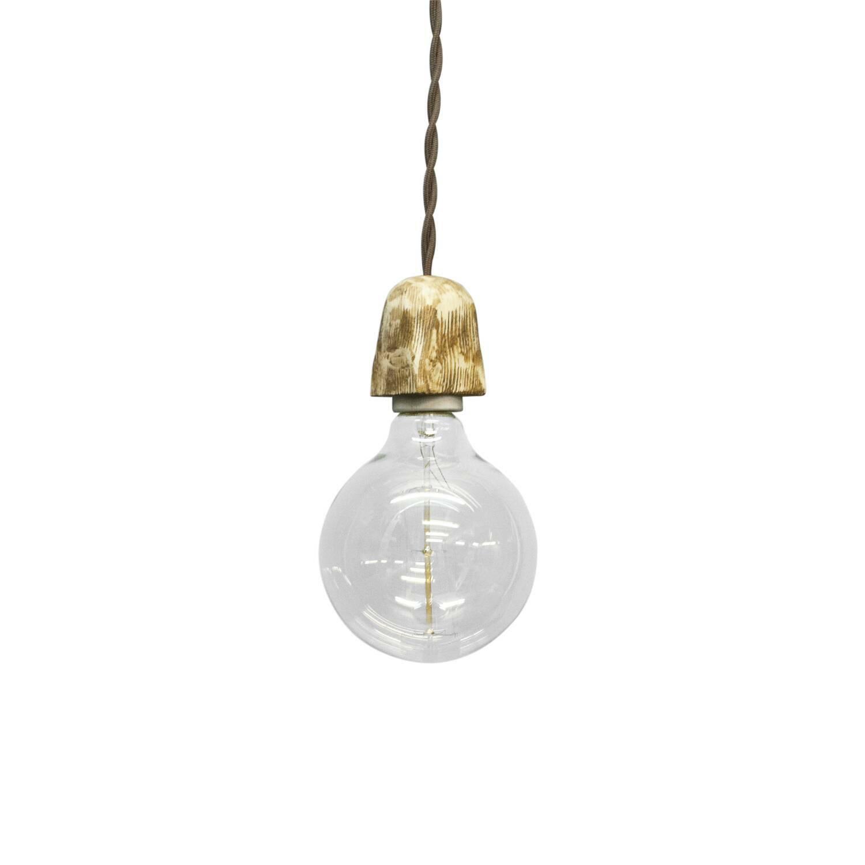 Подвесной светильник ZoccoloПодвесные<br><br><br>stock: 3<br>Диаметр: 10<br>Длина провода: 130<br>Количество ламп: 1<br>Материал абажура: Сосна<br>Мощность лампы: 40<br>Ламп в комплекте: Да<br>Напряжение: 230<br>Тип лампы/цоколь: E27<br>Тип производства: Ручное производство<br>Цвет абажура: Дуб<br>Цвет провода: Коричневый