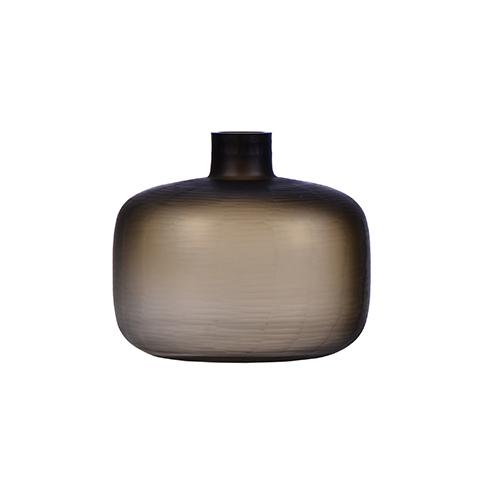 Бутыль (9144300001)Вазы<br>ROOMERS – это особенная коллекция, воплощение всего самого лучшего, модного и новаторского в мире дизайнерской мебели, предметов декора и стильных аксессуаров.<br><br>Интерьерные решения от ROOMERS в буквальном смысле не имеют границ. Мебель, предметы декора, светильники и аксессуары тщательно отбираются по всему миру – в последних коллекциях знаменитых дизайнеров и культовых брендов, среди искусных работ hand-made мастеров Европы и Юго-Восточной Азии во время большого и увлекательного путешествия,...<br><br>stock: 6<br>Высота: 30<br>Ширина: 35<br>Материал: Стекло<br>Цвет: Dark green<br>Длина: 35