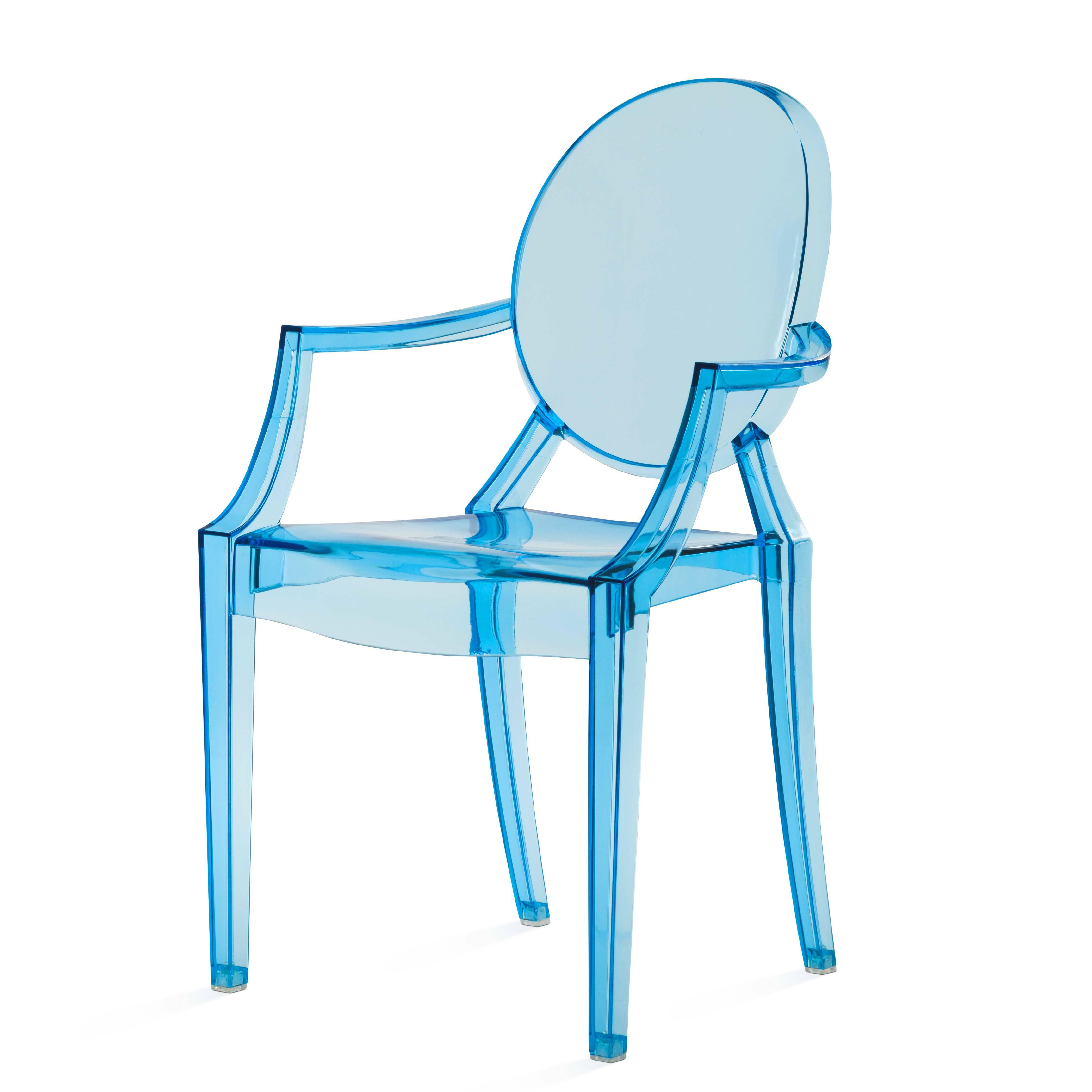 Стул Louis GhostИнтерьерные<br>Дизайнерский глянцевый жесткий пластиковый стул Louis Ghost (Луи Гост) с круглым сиденьем на четырех ножках от Cosmo (Космо).<br><br>     Волна любви к маэстро промышленного дизайна французу Филиппу Старку, захлестнувшая мир несколько лет назад, отнюдь не спадает. Его предметы давно стали must have любого стильного интерьера, и стул Louis Ghost не исключение. Этот бестселлер — ироничная фантазия на тему классического кресла в стиле Людовика XVI, не зря же и назван он «призрак Людовика». На бестел...<br><br>stock: 4<br>Высота: 92,5<br>Высота сиденья: 48,5<br>Ширина: 54<br>Глубина: 57,5<br>Материал каркаса: Поликарбонат<br>Тип материала каркаса: Пластик<br>Цвет каркаса: Голубой прозрачный