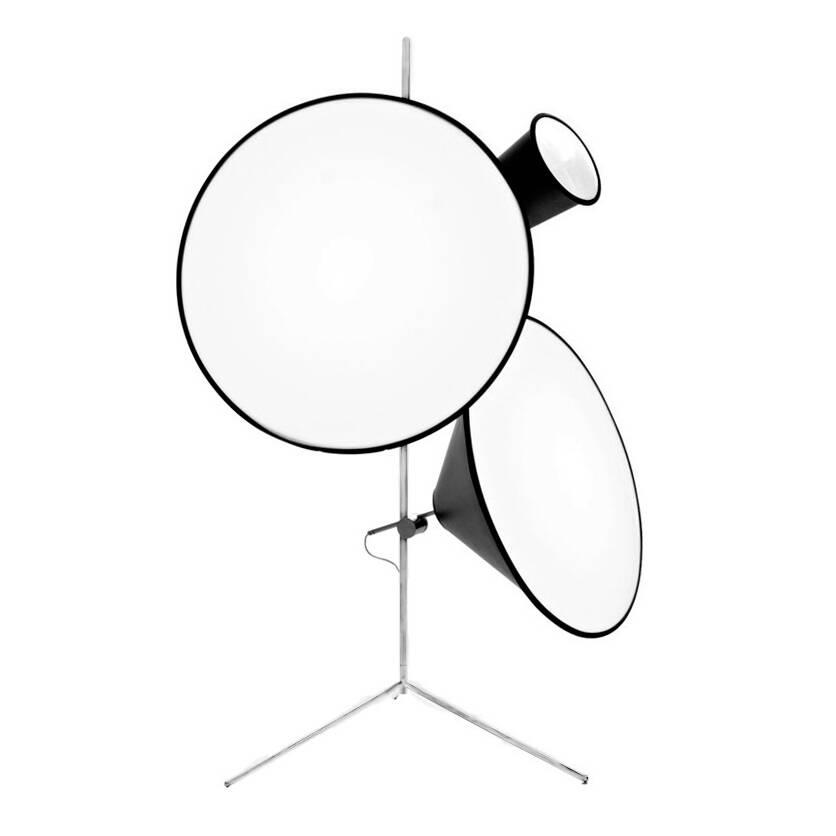 Напольный светильник ConeНапольные<br>Источник вдохновения для напольного светильника Cone — профессиональная фототехника. Этим объясняется особое отношение к свету и его универсальности. Плафон с внутренней белой поверхностью из акрила распределяет световой луч равномерно, придавая ему выразительность и качество естественного дневного света.<br><br><br> Напольный светильник Cone похож скорее на музыкальный инструмент, нежели на источник света. Но это и делает его столь необычным и модным дизайнерским предметом, созданным для того,...<br><br>stock: 0<br>Диаметр: 22,55,73<br>Количество ламп: 3<br>Материал абажура: Акрил<br>Материал арматуры: Металл<br>Ламп в комплекте: Нет<br>Напряжение: 220<br>Тип лампы/цоколь: E27<br>Цвет абажура: Черный<br>Цвет арматуры: Хром
