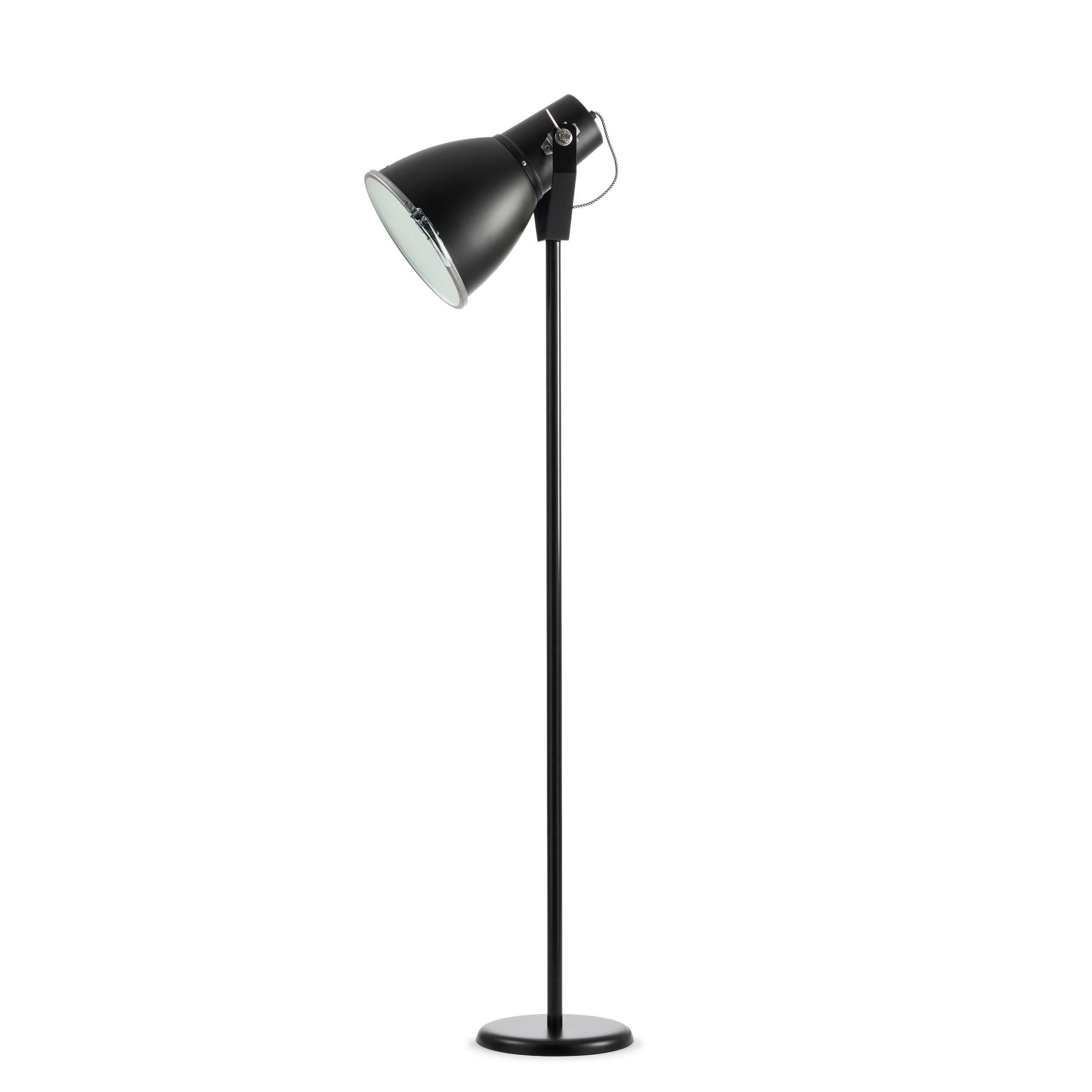Напольный светильник StirrupНапольные<br>Напольный светильник Stirrup — это лампа, вдохновением для создания которой послужил маленький прожектор в кузове игрушечного грузовика. Эта идея легла в основу создания коллекции Stirrup — совершеннейшего шика индустриального дизайна.<br><br><br><br><br><br> Напольный светильник Stirrup может быть легко интегрирован во многие интерьерные решения.<br><br>stock: 1<br>Высота: 140<br>Диаметр: 23.5<br>Материал абажура: Алюминий<br>Мощность лампы: 60<br>Ламп в комплекте: Нет<br>Тип лампы/цоколь: E27<br>Цвет абажура: Черный
