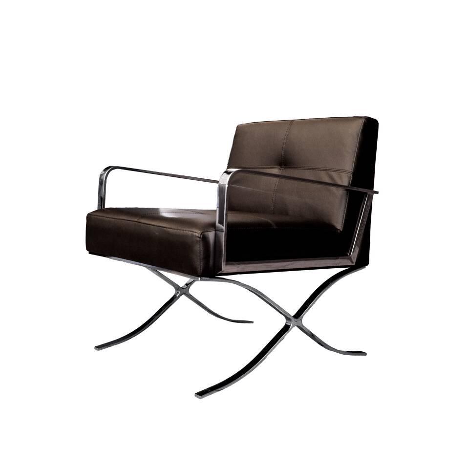 Кресло  (EC-011/A535)Интерьерные<br>ROOMERS – это особенная коллекция, воплощение всего самого лучшего, модного и новаторского в мире дизайнерской мебели, предметов декора и стильных аксессуаров. Интерьерные решения от ROOMERS в буквальном смысле не имеют границ. Мебель, предметы декора, светильники и аксессуары тщательно отбираются по всему миру – в последних коллекциях знаменитых дизайнеров и культовых брендов, среди искусных работ hand-made мастеров Европы и Юго-Восточной Азии во время большого и увлекательного путешествия, ...<br><br>stock: 4<br>Высота: 82<br>Ширина: 72<br>Материал: нержавеющая сталь, кожа<br>Цвет: Brown<br>Длина: 74