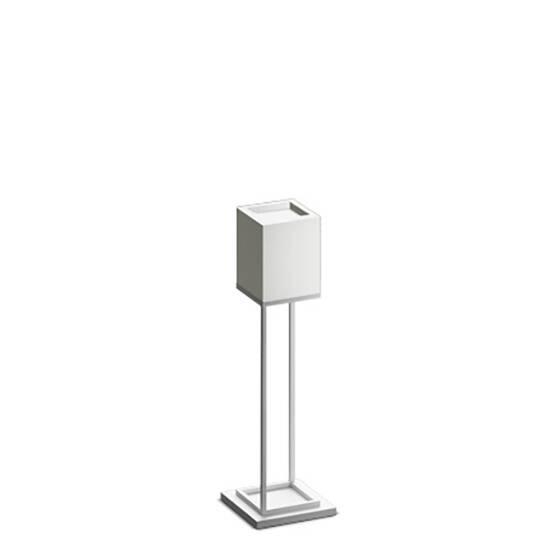 Напольный светильник Cubx 2S,BoneНапольные<br>Как и все светильники фирмы Handy, напольный светильник Cubx 2S, Bone оснащен светодиодами отличного качества, яркость которых можно варьировать от декоративной ночной подсветки до очень яркого источника дополнительного освещения. Управление яркостью интуитивно. <br> <br> Вообще со светильником приятно иметь дело. Он большой, основательный, тяжелый. Дизайнерам удалось создать вещь, от взаимодействия с которой остается ощущение чего-то современного и надежного. Напольный светильник Cubx 2S, Bone и...<br><br>stock: 0<br>Высота: 115<br>Ширина: 20<br>Длина: 20<br>Длина провода: 300<br>Количество ламп: 2<br>Материал абажура: Дерево<br>Материал арматуры: Металл<br>Мощность лампы: 28<br>Ламп в комплекте: Да<br>Напряжение: 220<br>Степень защиты: 40<br>Теплота света: 3000<br>Тип лампы/цоколь: LED<br>Цвет абажура: Белый<br>Цвет арматуры: Белый<br>Цвет провода: Черный