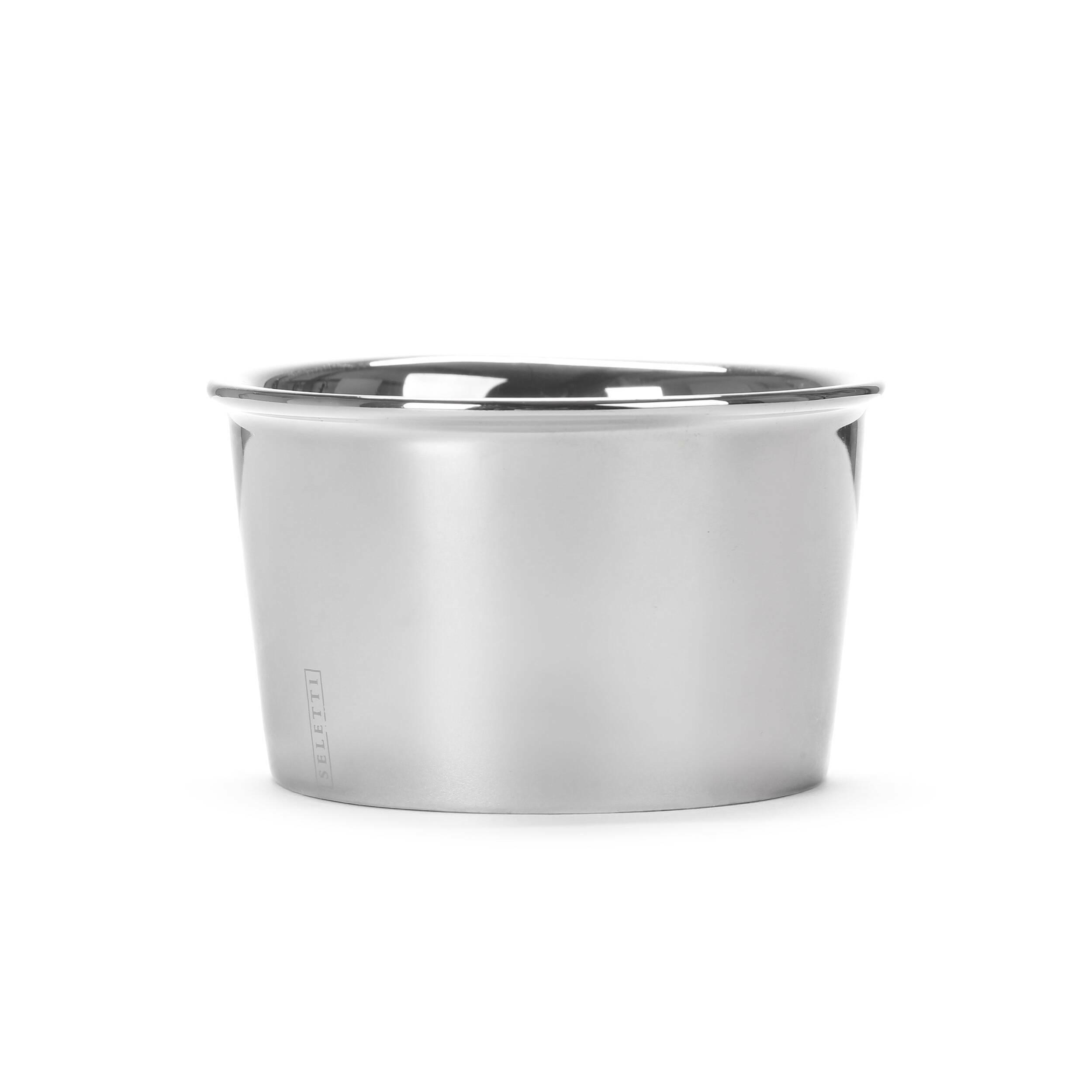 Креманка Estetico QuotidianoПосуда<br>Креманка Estetico Quotidiano из коллекции столовой посуды Estetico Quotidiano. Что в нашей жизни может быть привычнее и незаметнее, чем, например, одноразовая посуда или пластиковые бутылки? Разве только посуда в собственном доме, на рисунок которой уже давно не обращаешь внимания.<br><br><br> Дизайнер Алессандро Дзамбелли совместно с компанией Seletti выпустили коллекцию столовой посуды под названием Estetico Quotidiano, что можно перевести с итальянского языка как «эстетика повседневности...<br><br>stock: 34<br>Высота: 5,1<br>Материал: Фарфор<br>Цвет: Серебряный<br>Диаметр: 8,8