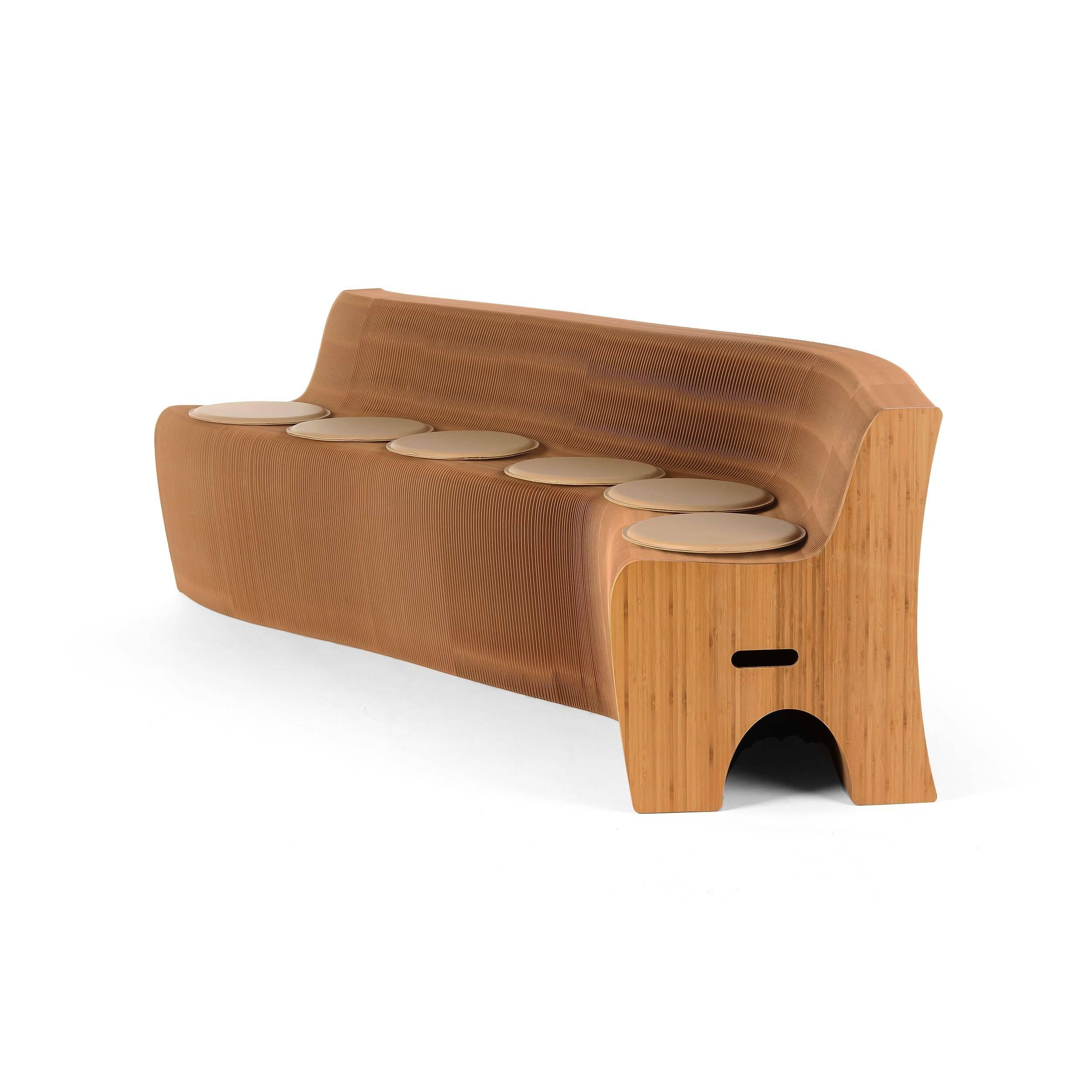 Диван бумажный на 12 персонТрехместные<br>Мебель из спрессованной бумаги — это потрясающее изобретение XXI века. Она идеально подходит для современных просторных и легких интерьеров. Диван бумажный на 12 персон — это универсальное решение для дома или дачи, где вы сможете с удобством рассадить всех ваших гостей.<br><br><br> Диван бумажный на 12 персон представляет собой прочную бумажную конструкцию, напоминающую гармошку или самодельный веер. В сложенном виде он занимает совсем немного места и при необходимости может уместиться даже в...<br><br>stock: 4<br>Высота: 65<br>Глубина: 53<br>Длина: 18-600<br>Материал каркаса: Бумага<br>Цвет каркаса: Коричневый