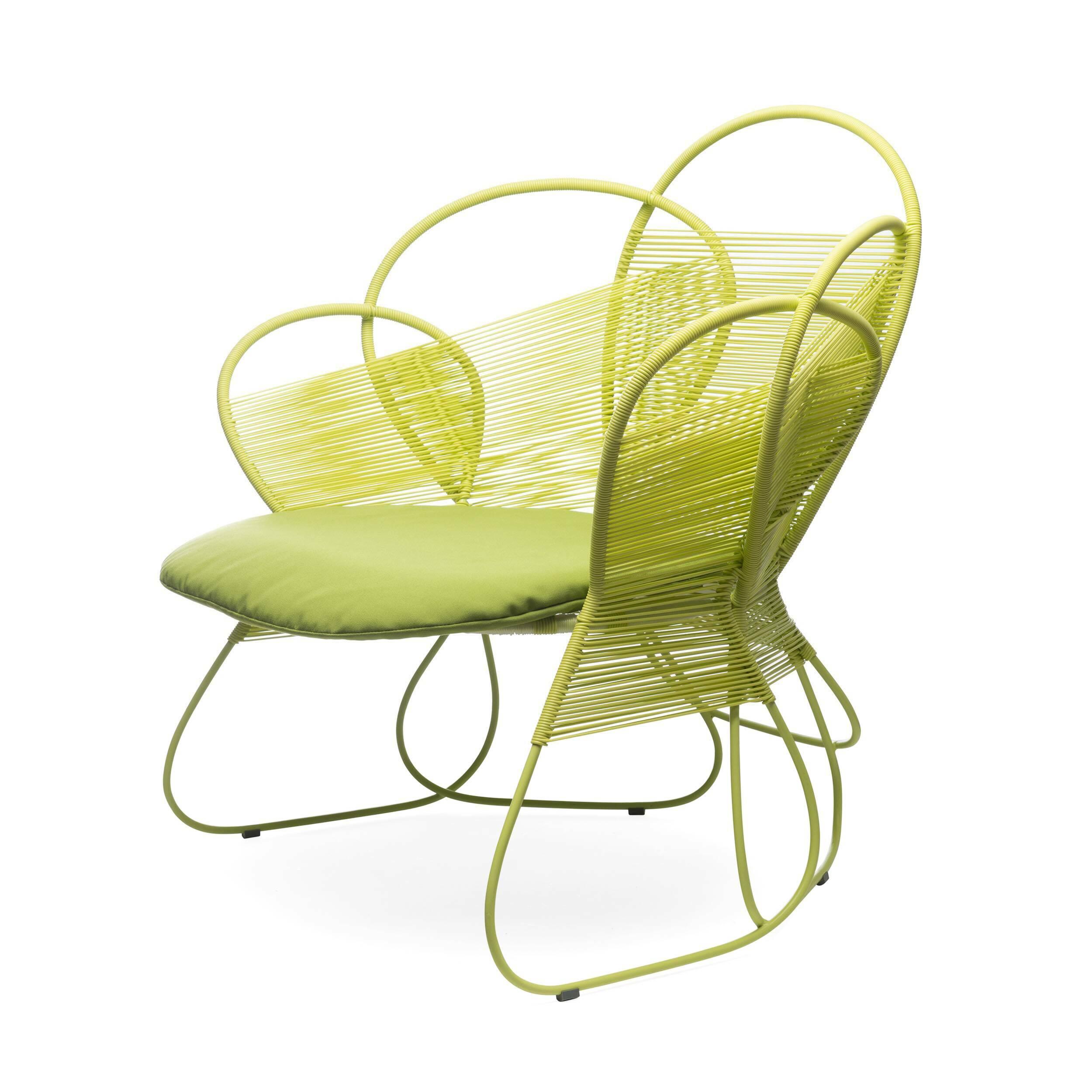Кресло Trame EasyУличная мебель<br>Дизайнерское креативное плетеное кресло Trame easy (Трэм Изи) из ротанга от Kenneth Cobonpue (Кеннет Кобонпу)<br><br><br> Королевская семья, Анджелина Джоли и отели Four Seasons не случайно доверили филиппинцу Кеннету Кобонпу оформление интерьеров. Он изучал промышленный дизайн в Нью-Йорке, работал в Германии и Италии и приобрел известность благодаря своей инновационной мебели из материалов родных Филиппин — ротанга, бамбука и морского тростника. В его мебели сошлись оригинальный дизайн, природн...<br><br>stock: 0<br>Высота: 86<br>Ширина: 91<br>Глубина: 80<br>Сфера использования: Уличное использование<br>Материал каркаса: Ротанг искусственный<br>Материал обивки: Нейлон<br>Тип материала каркаса: Полиэтилен<br>Тип материала обивки: Ткань<br>Цвет обивки: Оранжевый<br>Цвет каркаса: Оранжевый