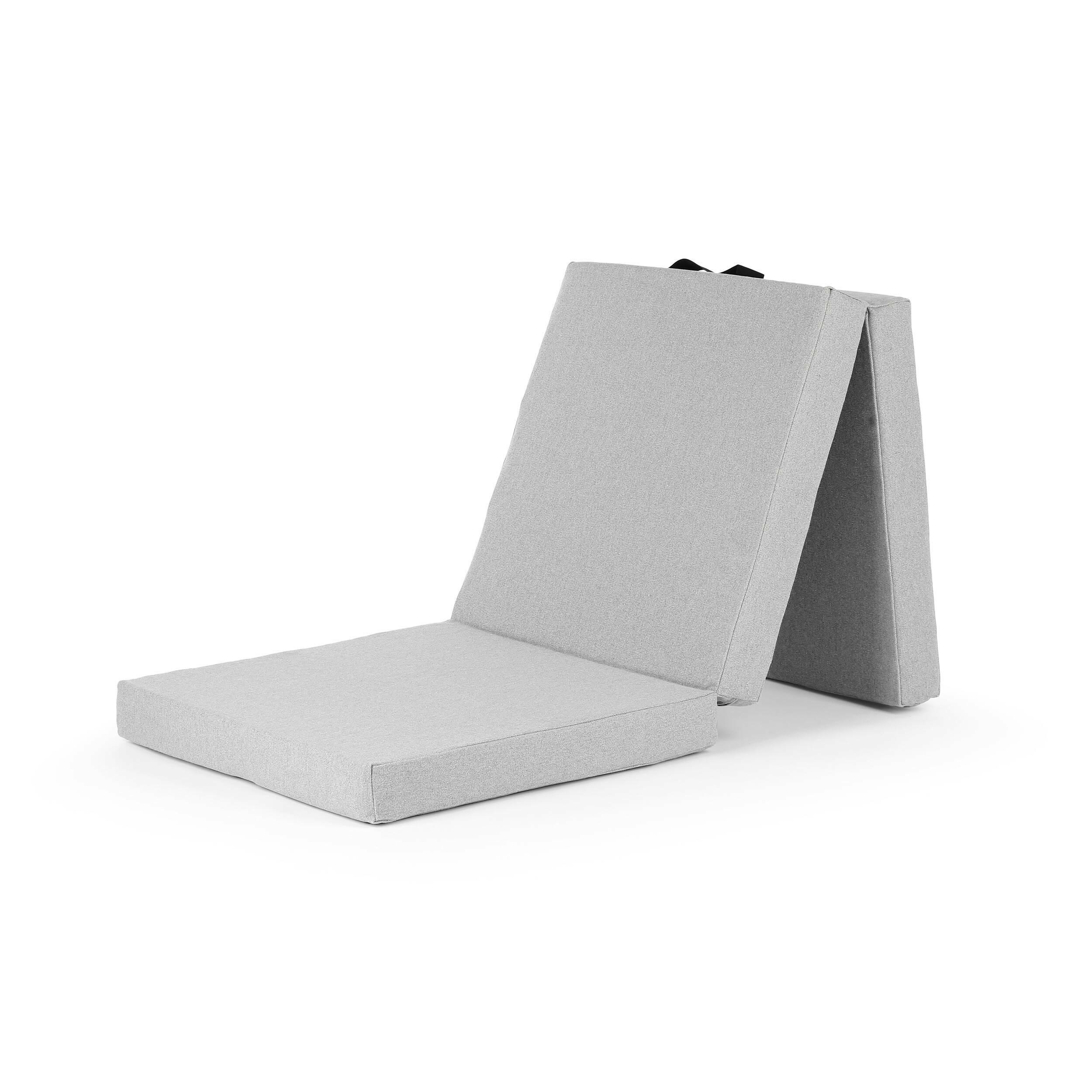 Пуф HandyПуфы и оттоманки<br>Пуф Handy — это удобный «чемодан», легкий и складной, это делает его очень популярным во многих домах. Функциональный предмет, имеющий несколько применений. Днем вы можете использовать его как подставку для ног, пуф для сидения или игр ваших детей, а вечером — превратить его в матрас для сна, идеально подходящий для внезапно нагрянувшего гостя. <br><br><br> Пуф Handy — разработка команды дизайнеров компании Softline. Датская компания Softline была основана в 1979 году, и ее создатели не отст...<br><br>stock: 0<br>Высота: 27<br>Ширина: 63<br>Материал: Ткань<br>Цвет: Светло-серый, Медный<br>Диаметр: 66
