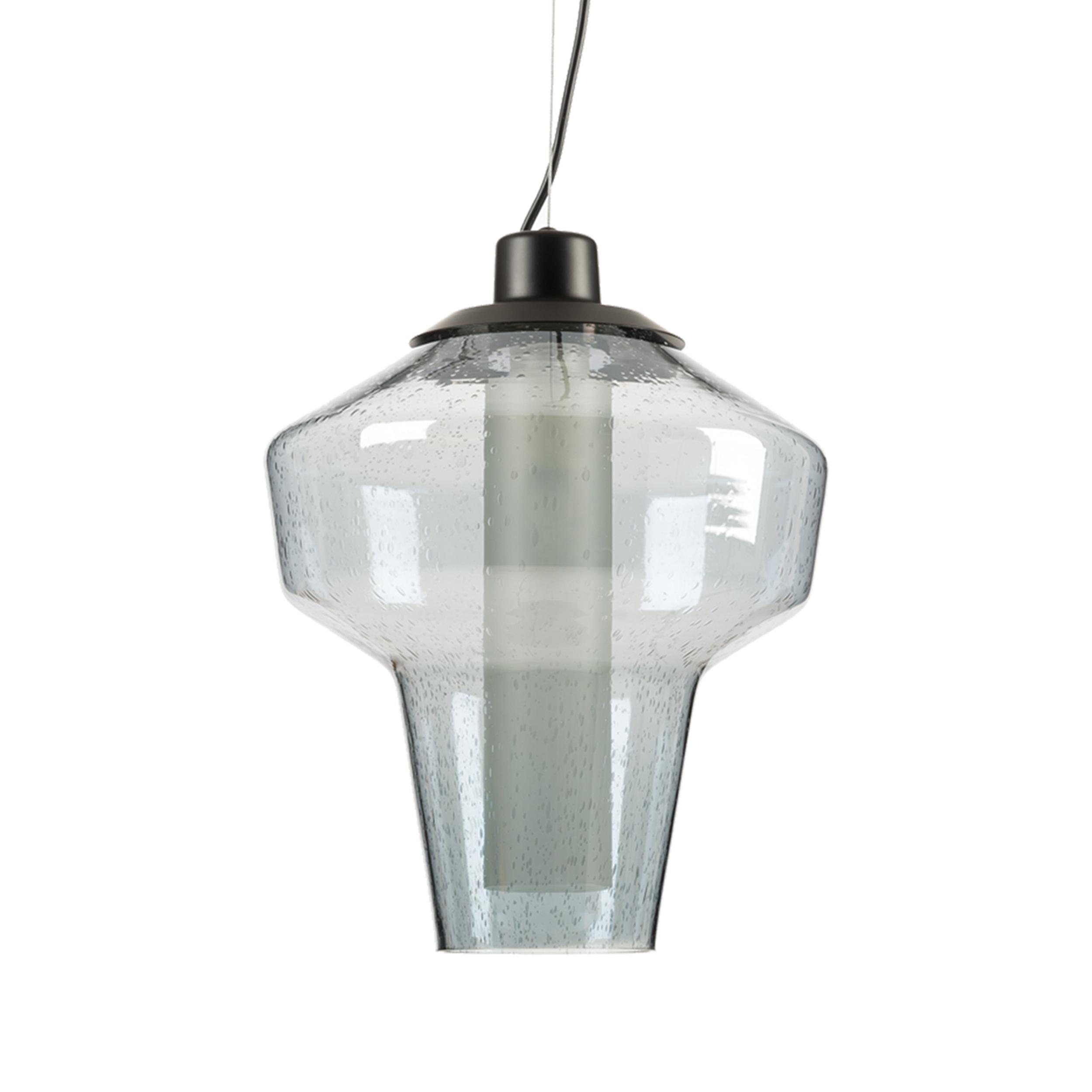 Подвесной светильник DieselПодвесные<br>Дизайн подвесного светильника Diesel разработан для тех, кто любит украшать интерьер большим количеством ламп. Подвесив несколько таких светильников рядом, вы непременно добьетесь ошеломляющего эффекта, способного порадовать ваших гостей и домашних. Минималистичный дизайн светильника освежен необычной лампой накаливания, чья форма в последнее время очень популярна в Европе и США. <br> <br> В 2009 году в компании Diesel решили запустить линейку мебели и освещения для своих клиентов. В качестве сво...<br><br>stock: 2<br>Высота: 150<br>Диаметр: 31<br>Количество ламп: 1<br>Материал абажура: Стекло<br>Мощность лампы: 40<br>Ламп в комплекте: Нет<br>Напряжение: 220<br>Тип лампы/цоколь: E14<br>Цвет абажура: Голубой