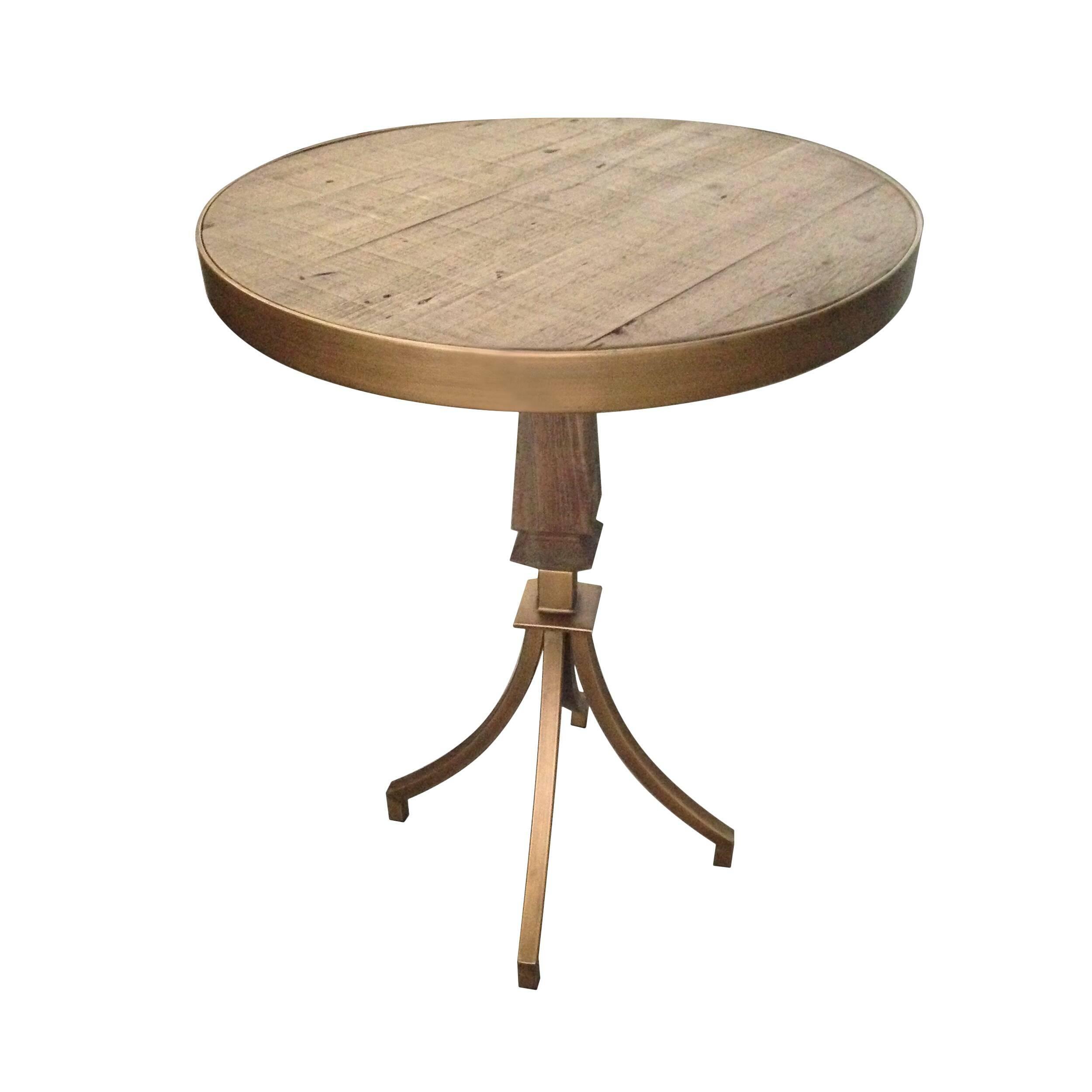 Кофейный стол Berkeley из массива елиКофейные столики<br>При грамотном, художественном подходе к оформлению домашнего интерьера многие привычные вещи могут стать настоящим украшением или гармоничным дополнением к общему убранству помещения. Кофейный стол Berkeley из массива ели – это прекрасный вариант для классического или современного интерьера, которому необходимо добавить свежести или дополнить его изящным и функциональным элементом.<br><br><br> Стол выглядит очень красиво за счет приятного цвета антикварного золота и фигурных ножек. Ножки издел...<br><br>stock: 0<br>Высота: 75<br>Диаметр: 55<br>Цвет столешницы: Темно-коричневый<br>Материал столешницы: Массив ели состаренный<br>Тип материала каркаса: Металл<br>Тип материала столешницы: Дерево<br>Цвет каркаса: Золото антикварное