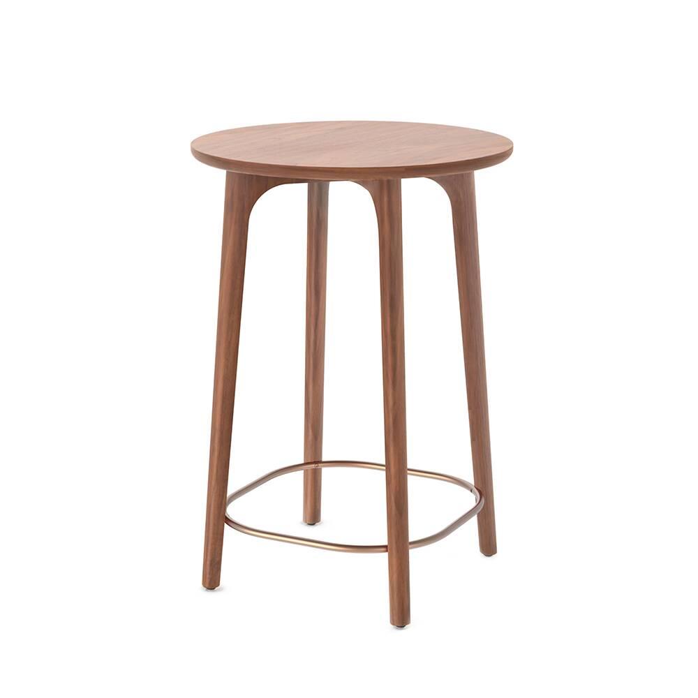 Кофейный стол Utility высота 90 диаметр 64,1Кофейные столики<br>Маленький кофейный стол Utility высота 90 диаметр 64,1 – это прекрасный вариант для небольших помещений. Дизайнеры компании Stellar Works постарались сделать эту модель компактной и удобной, форма стола позволяет поставить его практически куда угодно, а на небольшой столешнице можно удобно уместить приборы, необходимые для чаепития на одну или две персоны, газеты или журналы, любимые книги или же просто красивую вазу с цветами.<br><br><br> Stellar Works тщательно следит за качеством своих издел...<br><br>stock: 0<br>Высота: 90<br>Диаметр: 64,1<br>Цвет ножек: Орех<br>Цвет столешницы: Орех<br>Материал ножек: Массив ореха<br>Материал столешницы: Шпон ореха<br>Тип материала столешницы: Дерево<br>Тип материала ножек: Дерево