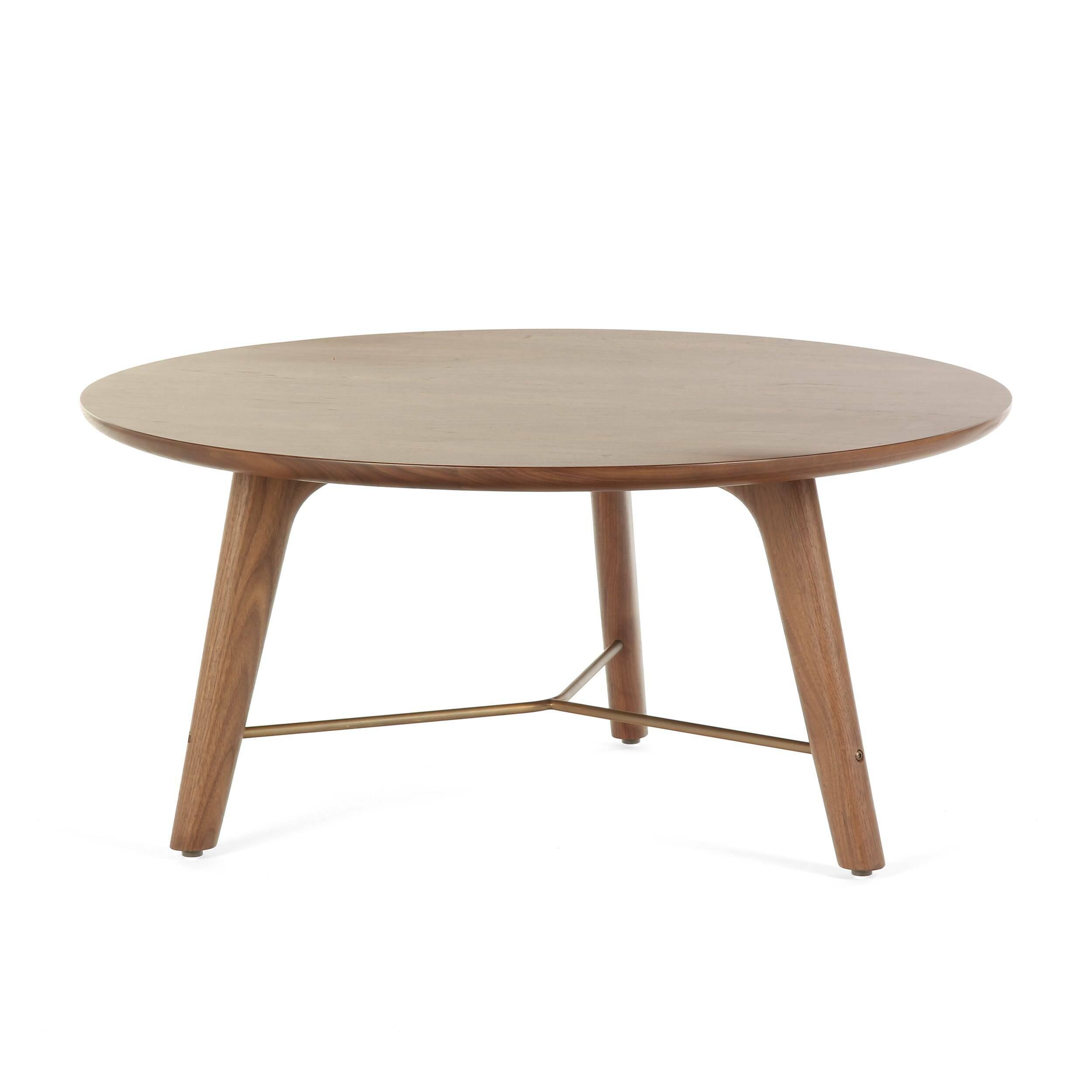 Кофейный стол Utility высота 39 диаметр 80Кофейные столики<br>Кофейный стол Utility высота 39 диаметр 80 – это простой, лаконичный и привлекательный элемент домашнего интерьера, созданный дизайнерами компании Stellar Works. В их творениях мягко переплетаются восточная утонченность и западная практичность, благодаря чему их мебель способна гармонично сочетаться с самыми разными дизайнерскими решениями.<br><br><br> Кофейный стол Utility высота 39 диаметр 80 – это яркий пример надежности и красоты изделий из орехового дерева. Орех считается одной из наиболее ...<br><br>stock: 1<br>Высота: 39<br>Диаметр: 80<br>Цвет ножек: Орех<br>Цвет столешницы: Орех<br>Материал ножек: Массив ореха<br>Материал столешницы: Шпон ореха<br>Тип материала каркаса: Сталь нержавеющя<br>Тип материала столешницы: Дерево<br>Тип материала ножек: Дерево<br>Цвет каркаса: Латунь