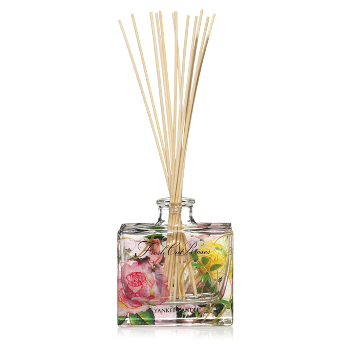 Ароматический диффузор Fresh Cut RosesРазное<br>Ароматический диффузор Fresh Cut Roses — это классический аромат свежих роз. Флакон у этого диффузора частично расписан вручную и впишется в любой интерьер. <br> <br> Наполняет ароматом помещение 40 м3 более 1,5 месяцев при постоянном использовании.<br>Объем 88 мл.<br><br>stock: 0<br>Цвет: Разноцветный