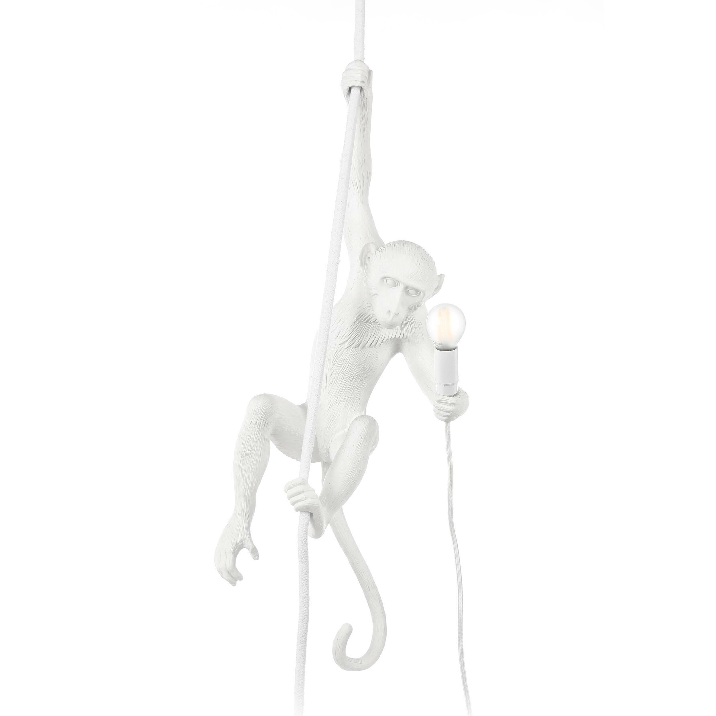 Подвесной светильник MonkeyПодвесные<br>Хорошо подобранный декор способен поднимать настроение и заряжать помещение позитивной энергией. Именно в таком духе сделан подвесной светильник Monkey. Дизайнеры придали ему «двусторонний» характер: в некоторых культурах эти очаровательные животные воспринимаются как символ озорства и беспечности, в других их считают символом смышлености и стремления к роскоши.<br><br><br> Обезьянка выглядит очень динамичной, изделие великолепно впишется в современный интерьер. Главным образом, это достигаетс...<br><br>stock: 0<br>Высота: 76,5<br>Ширина: 27<br>Длина: 30<br>Материал абажура: Смола<br>Цвет абажура: Белый<br>Цвет провода: Белый
