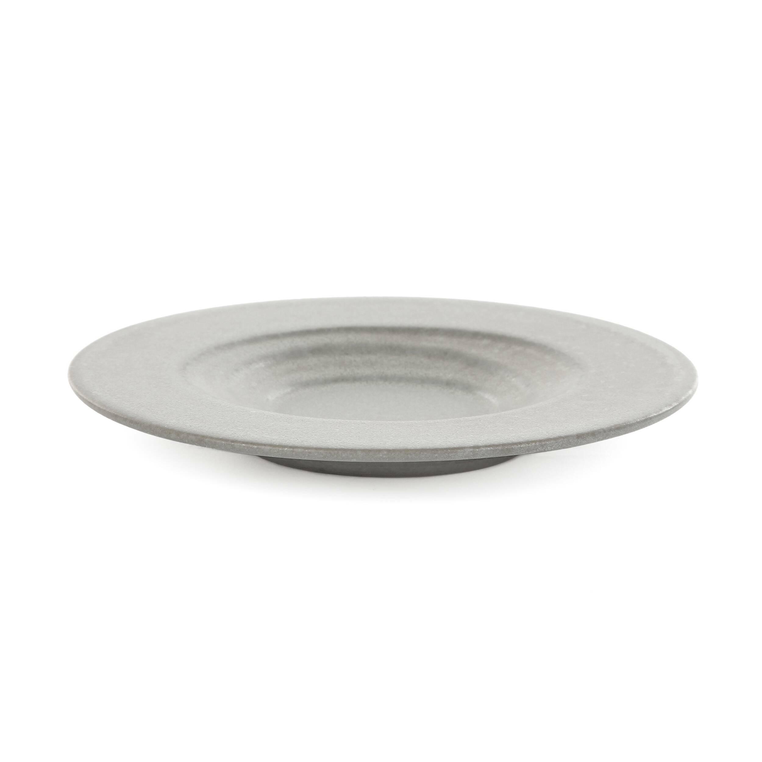 Блюдо для суши Isamu диаметр 16,5Посуда<br>Коллекция Isamu представляет собой прекрасный набор посуды для суши и различных соусов – мечта для истинных ценителей восточной культуры и кулинарного искусства. Изделия отличаются минималистичностью и утонченным стилем, их дизайн призван подчеркнуть и правильно преподнести приготовленное блюдо.<br><br><br> Дизайнеры коллекции выбрали для ее создания природный, экологически чистый материал – глину. Изделия из этого материала всегда источают тепло и уют и создают особую положительную атмосферу в...<br><br>stock: 234<br>Высота: 2<br>Материал: Глина<br>Цвет: Серый<br>Диаметр: 16,5