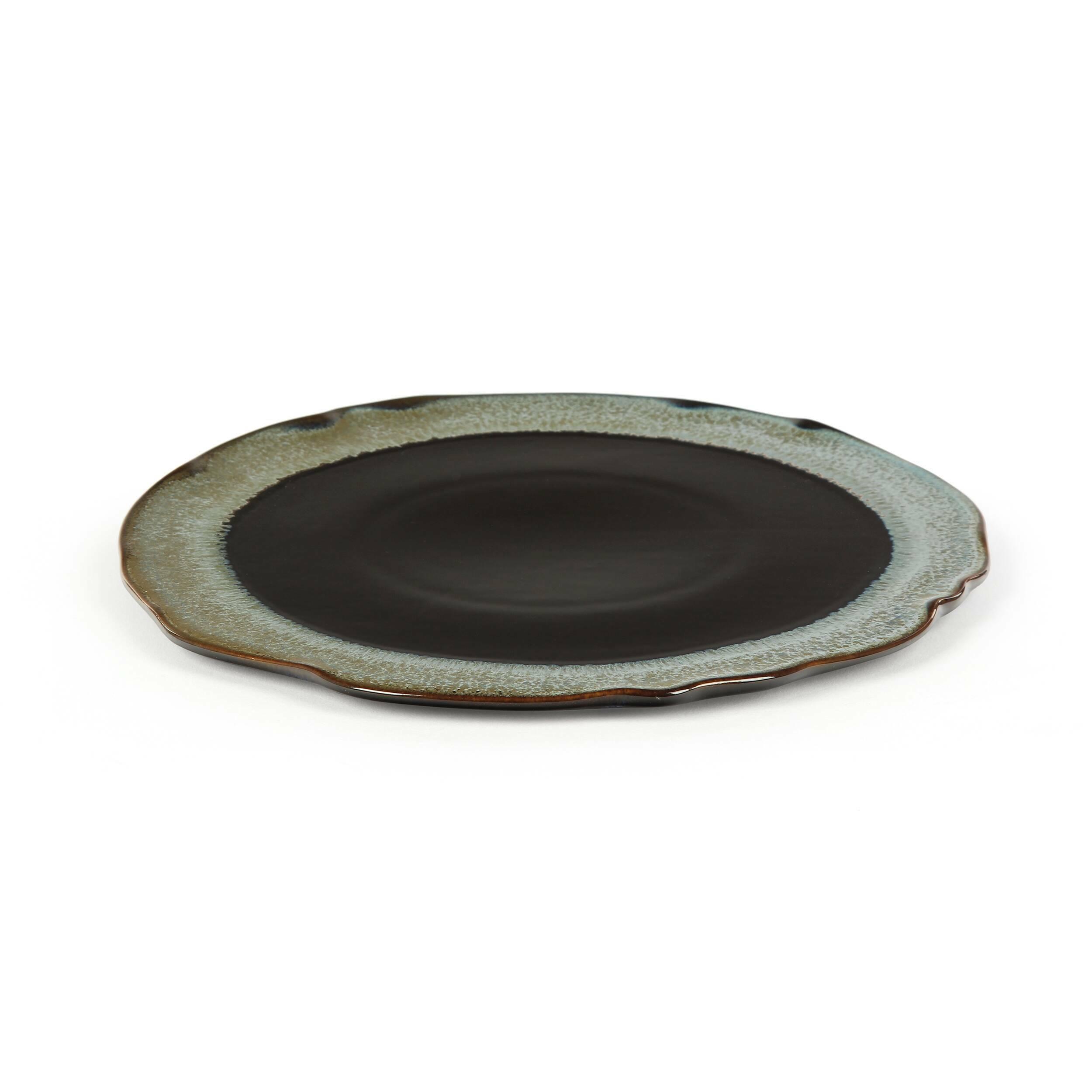 Тарелка Auberge диаметр 22,5Посуда<br>Посуда в восточном стиле способна преобразить всю обстановку и превратить обычный прием пищи в маленькую церемонию. Коллекция Auberge представляет собой прекрасный набор из посуды, обладающей утонченным дизайном и выполненной в умиротворяющей цветовой гамме.<br><br><br> В коллекцию Auberge входят сосуды самого разного назначения – тарелки для супа, для салата, емкости для соусов и даже кувшины. Особое значение создатели придали материалу, из которого изготавливается набор, это экологически чис...<br><br>stock: 175<br>Материал: Глина<br>Цвет: Темно-синий<br>Диаметр: 22,5