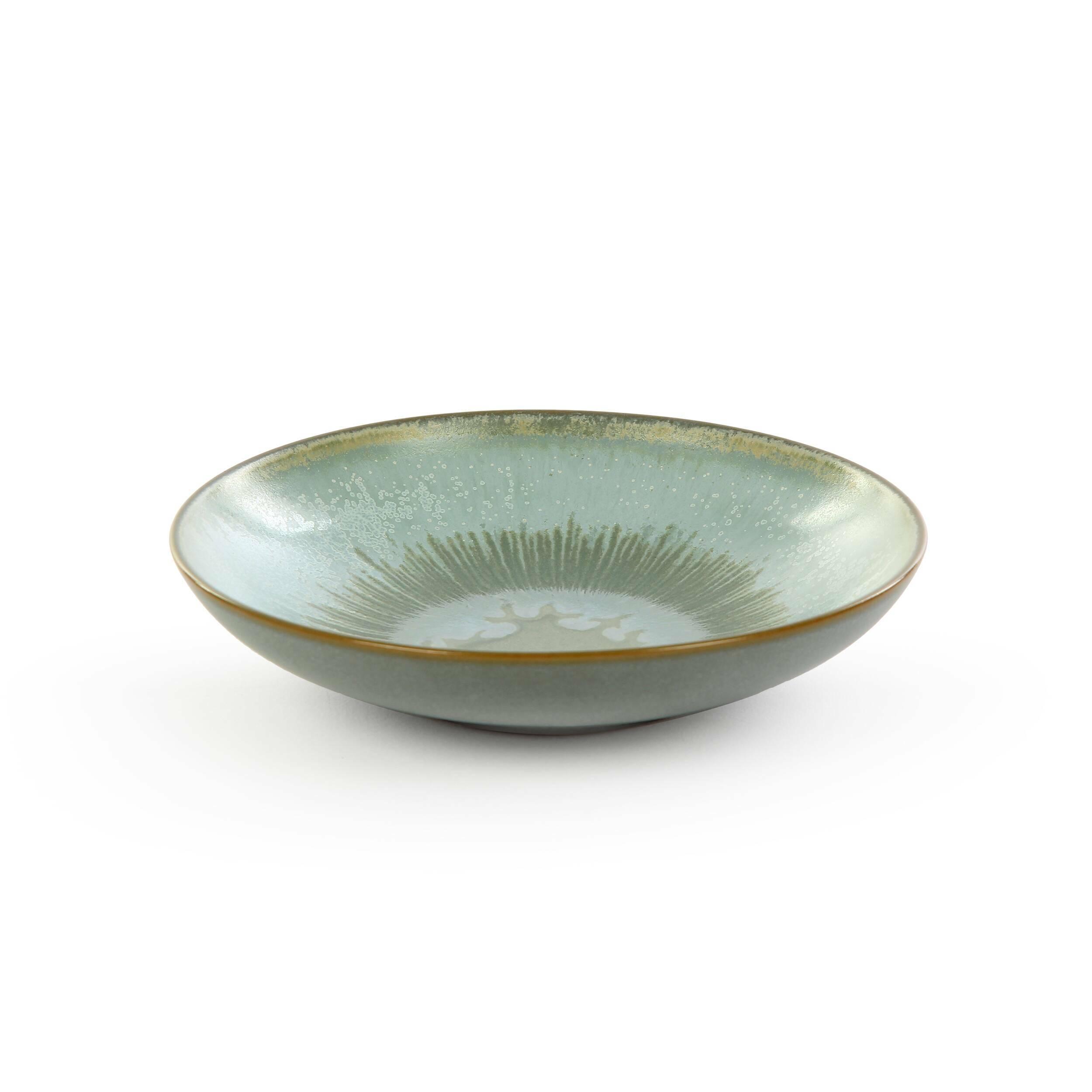 Тарелка Auberge диаметр 16Посуда<br>Посуда в восточном стиле способна преобразить всю обстановку и превратить обычный прием пищи в маленькую церемонию. Коллекция Auberge представляет собой прекрасный набор из посуды, обладающей утонченным дизайном и выполненной в умиротворяющей цветовой гамме.<br><br><br> В коллекцию Auberge входят сосуды самого разного назначения – тарелки для супа, для салата, емкости для соусов и даже кувшины. Особое значение создатели придали материалу, из которого изготавливается набор, это экологически чис...<br><br>stock: 60<br>Высота: 3<br>Материал: Глина<br>Цвет: Зелёный<br>Диаметр: 16