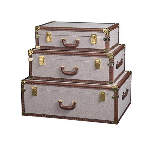 Сундук (T0138A 58C#)Разное<br>ROOMERS – это особенная коллекция, воплощение всего самого лучшего, модного и новаторского в мире дизайнерской мебели, предметов декора и стильных аксессуаров. Интерьерные решения от ROOMERS в буквальном смысле не имеют границ. Мебель, предметы декора, светильники и аксессуары тщательно отбираются по всему миру – в последних коллекциях знаменитых дизайнеров и культовых брендов, среди искусных работ hand-made мастеров Европы и Юго-Восточной Азии во время большого и увлекательного путешествия, ...<br><br>stock: 3<br>Высота: 25<br>Ширина: 49<br>Материал: текстиль, кожа, металл<br>Цвет: gold/brown<br>Длина: 70