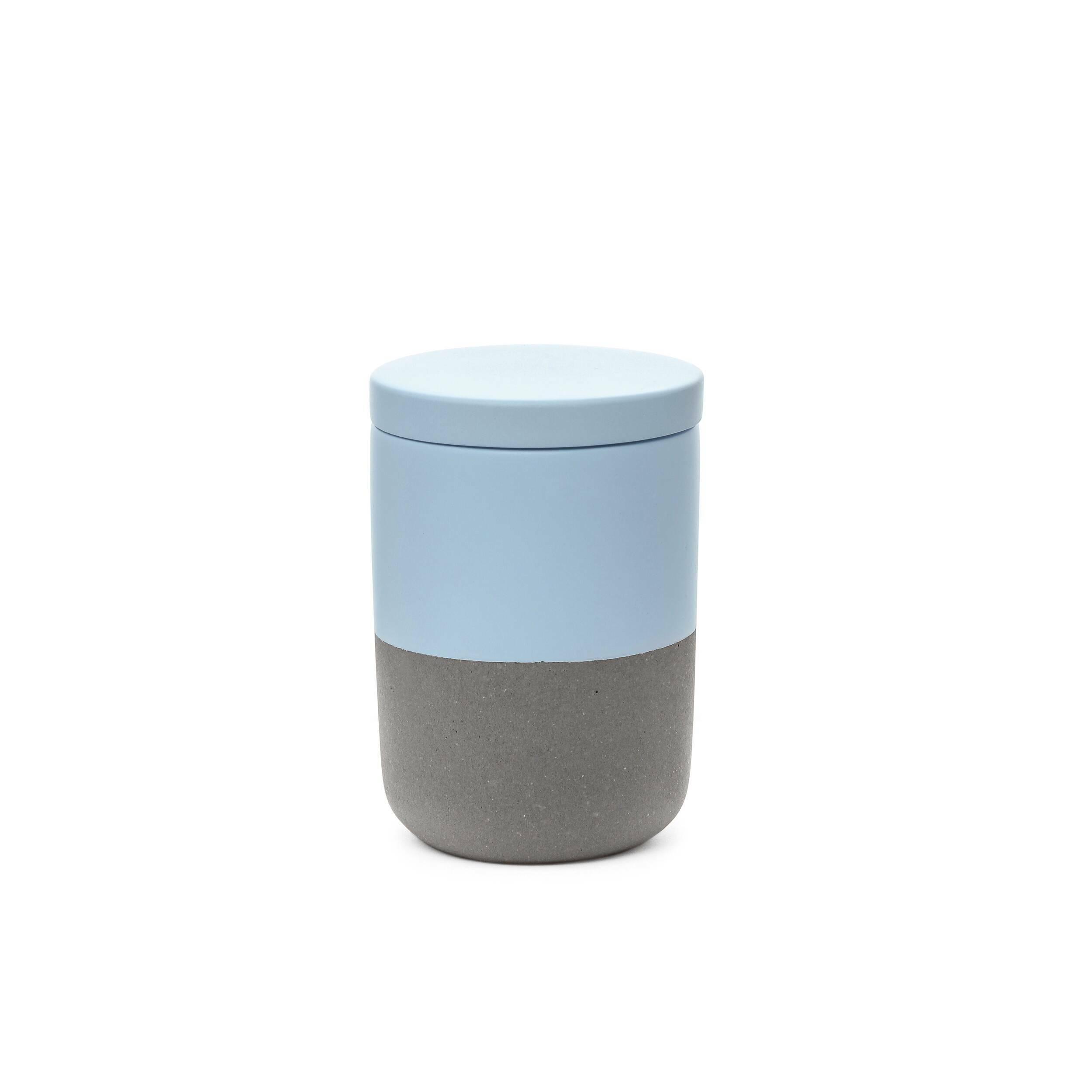 Банка FuzhouРазное<br>Очаровательный набор из предметов для домашнего быта представляет коллекция Fuzhou – оригинальное решение в минималистичном исполнении для любого интерьера. Коллекция обладает интересным дизайном, который сочетает в себе мягкие, чистые цвета и грубоватый светло-серый оттенок. Такой дизайн идеально подойдет для современных помещений, где присутствуют элементы стиля лофт или брутализм, смешанные с компактными и лаконичными формами и цветовыми палитрами.<br><br><br> Коллекция Fuzhou сделана из бето...<br><br>stock: 88<br>Высота: 10,5<br>Материал: Бетон<br>Цвет: Светло-серый<br>Диаметр: 7,5<br>Цвет дополнительный: Голубой