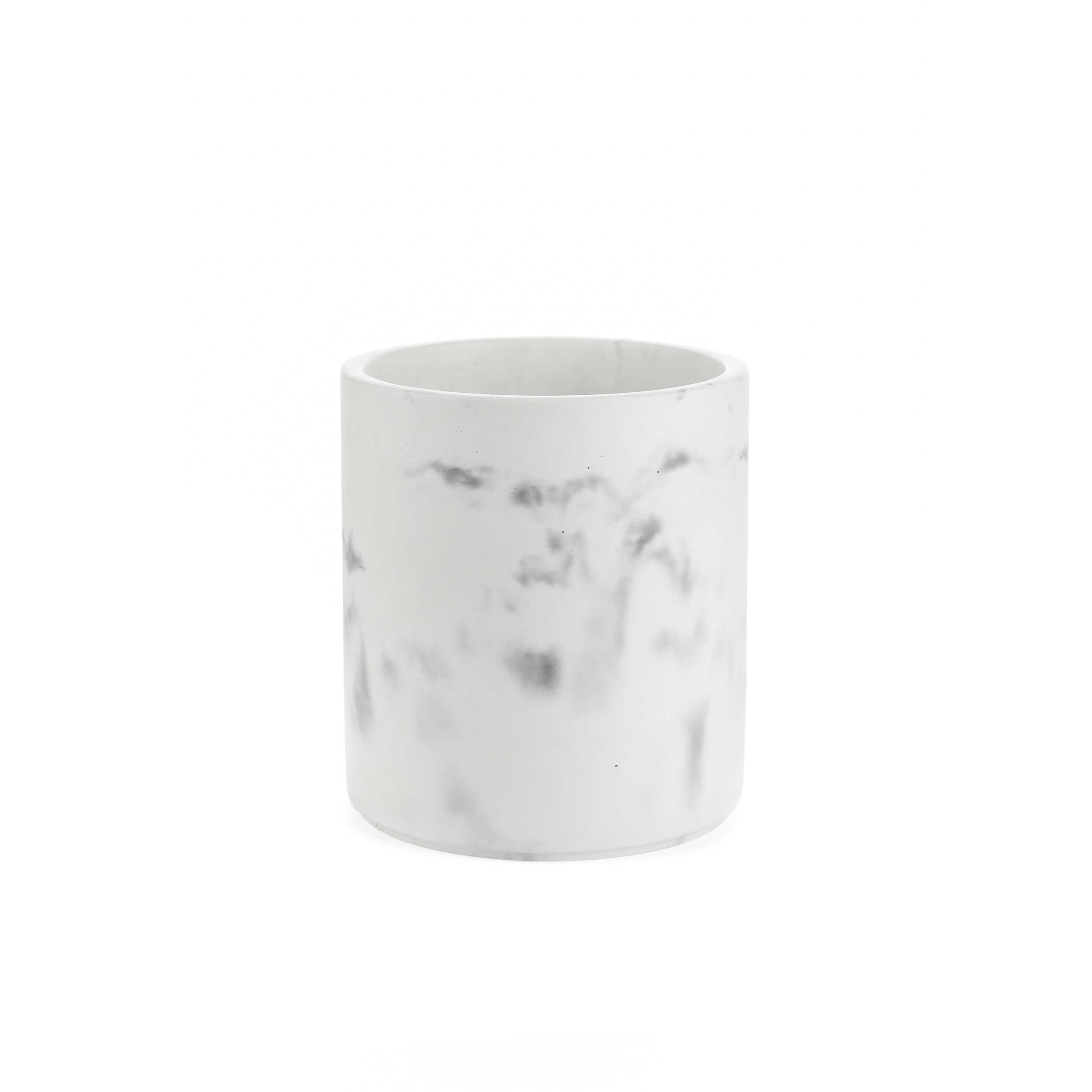 Корзина для мусора WuhanРазное<br>Элегантная коллекция Wuhan включает в себя модели предметов, необходимых в быту. Особенность этих моделей в их стильном дизайне, каждое изделие выполнено «под мрамор», что будет очень красиво смотреться в любом интерьере.<br><br><br> Стаканы, банки, мыльницы, дозаторы и другие предметы коллекции Wuhan сделаны из бетона, а это позволяет гарантировать их долговечность и прочность.<br><br><br> Эти предметы будут долго служить вам и станут потрясающим украшением для вашего дома. Wuhan также подойдет для и...<br><br>stock: 97<br>Высота: 24<br>Материал: Бетон<br>Цвет: Белый<br>Диаметр: 21<br>Цвет дополнительный: Черный