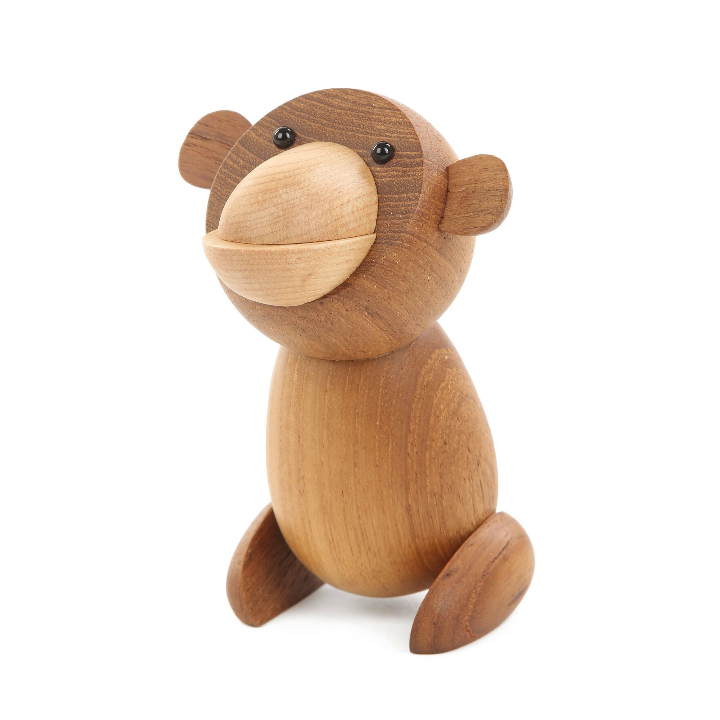 Статуэтка Bear высота 12Настольные<br>Очаровательная оригинальная статуэтка Bear высота 12 отличается веселым характером и яркой индивидуальностью. Такой мишка может стать замечательным компаньоном в комнате ребенка или украшением гостиной комнаты. Один взгляд на него – и настроение поднимается.<br><br><br> Массив тика, из которого изготавливают эту статуэтку, считается экзотичной и очень красивой породой дерева. Кроме красивого оттенка эта древесина отличается высокой прочностью и износостойкостью.<br><br><br> Дизайнерская статуэтка Bear...<br><br>stock: 19<br>Высота: 12<br>Материал: Массив тика<br>Цвет: Коричневый<br>Цвет дополнительный: Светло-коричневый