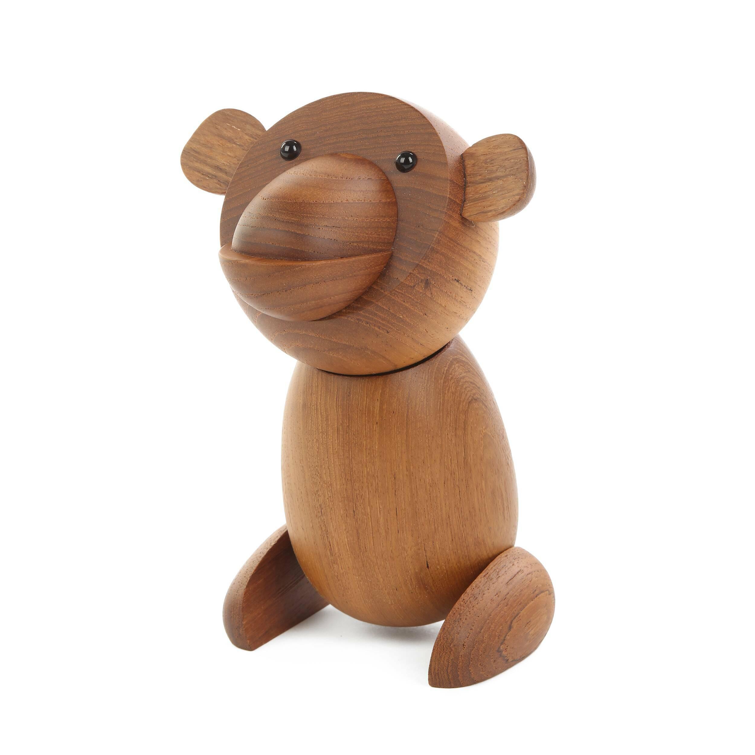 Статуэтка Bear высота 20Настольные<br>Атмосферные статуэтки обладают потрясающей энергетикой, которая преображает все помещение. Дизайнерская статуэтка Bear высота 20 выполнена в интересной, позитивной стилистике – такая фигурка будет радовать и взрослых, и детей.<br><br><br> Массив тика, из которого изготавливают эту статуэтку, считается экзотичной и очень красивой породой дерева. Кроме красивого оттенка эта древесина отличается высокой прочностью и износостойкостью.<br><br><br> Оригинальная статуэтка Bear (Беар) придаст жилью оживленный...<br><br>stock: 19<br>Высота: 20<br>Материал: Массив тика<br>Цвет: Коричневый