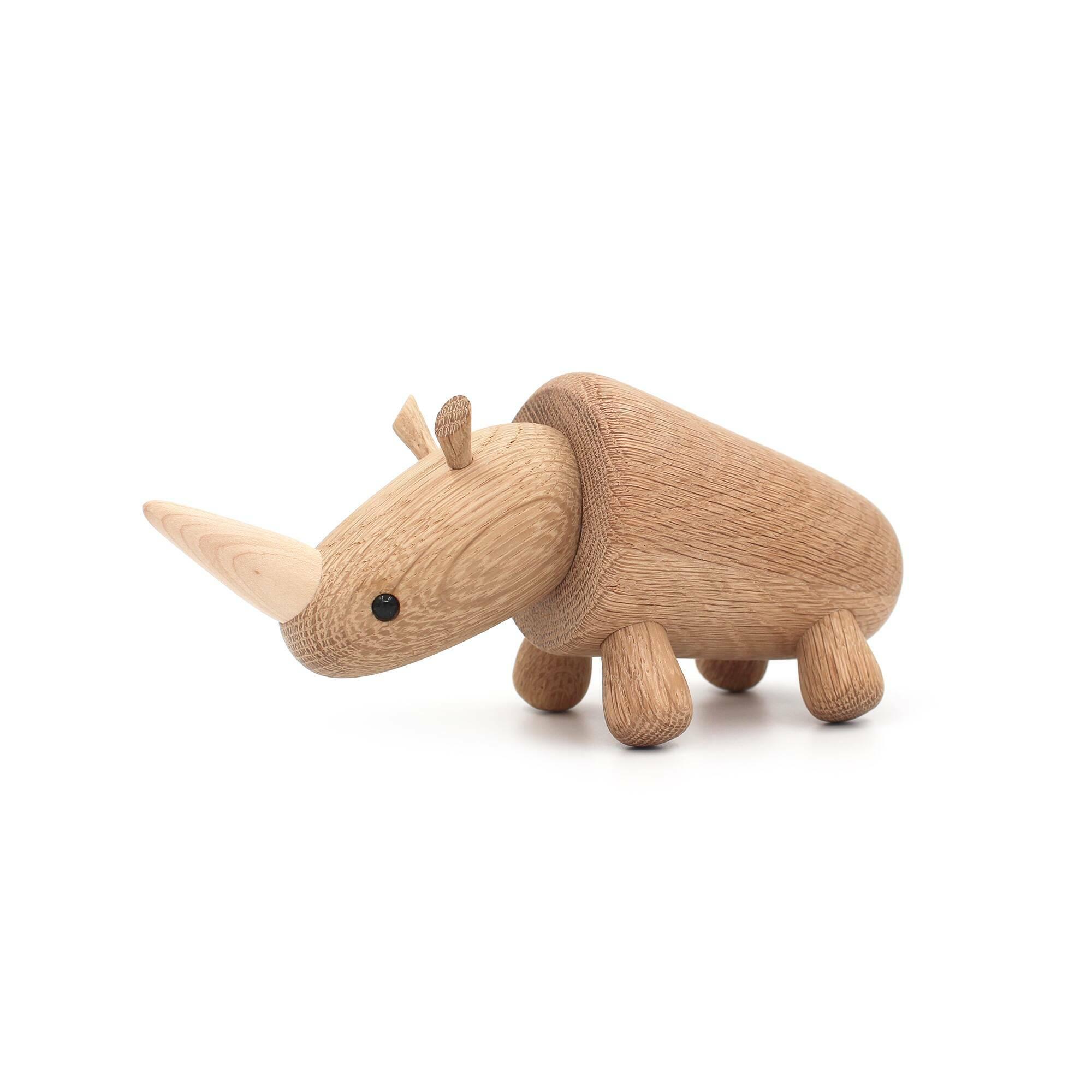 Статуэтка RhinoНастольные<br>Милый носорог, исполненный в дереве, будет прекрасным компаньоном и украшением в любом интерьере. Дизайнерская статуэтка Rhino (Рино) обладает спокойным характером и подойдет для декорирования практически любого современного интерьера.<br><br><br> Массив дуба, из которого создана эта фигурка, используется для изготовления самых разных элементов интерьера, от мебели до декора. И неудивительно, ведь дуб обладает высокими показателями физических свойств и прекрасными декоративными данными.<br><br><br> Ор...<br><br>stock: 4<br>Материал: Массив дуба<br>Цвет: Светло-коричневый<br>Длина: 20